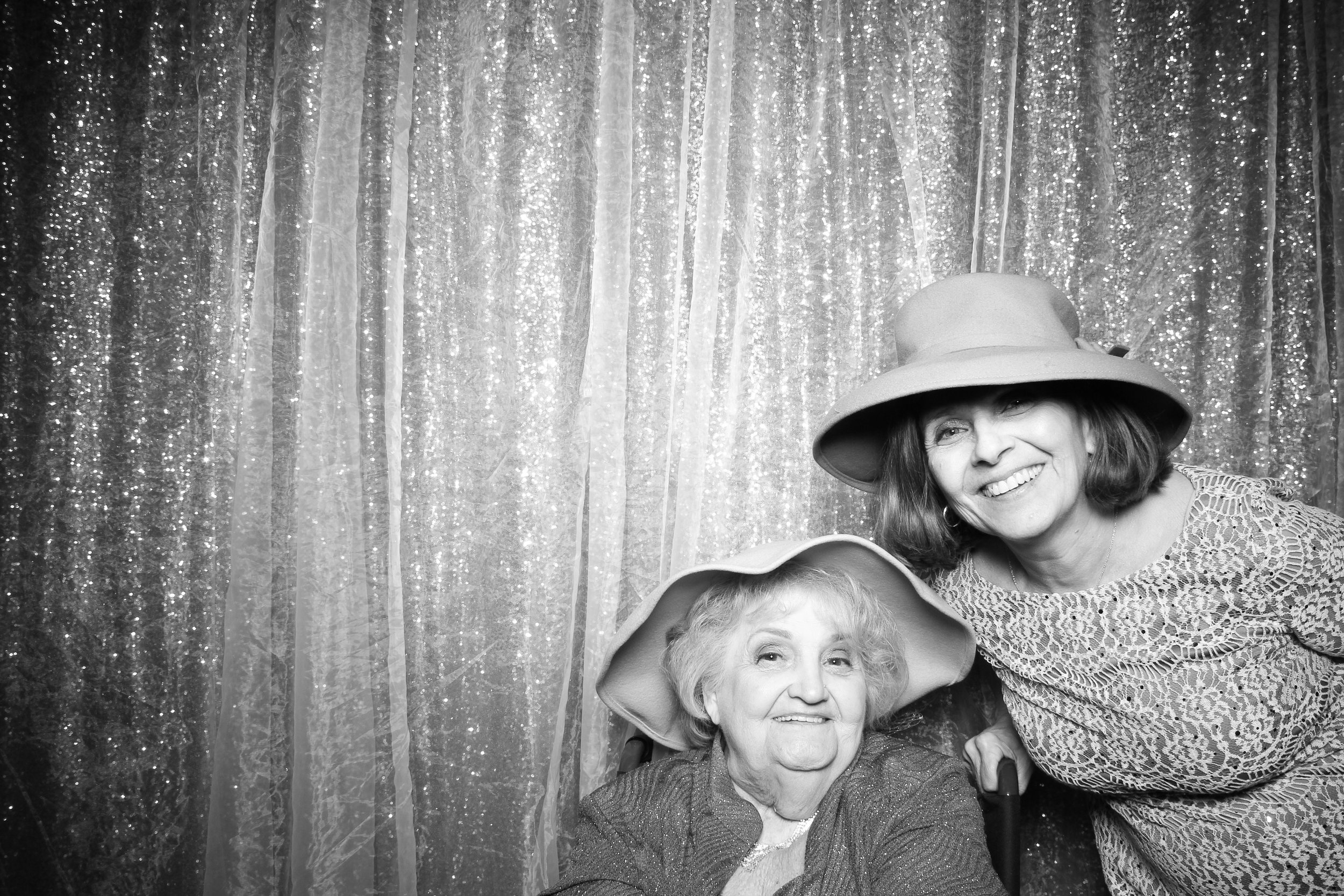 Chicago_Vintage_Wedding_Photobooth_Hyatt_Oakbrook_25.jpg