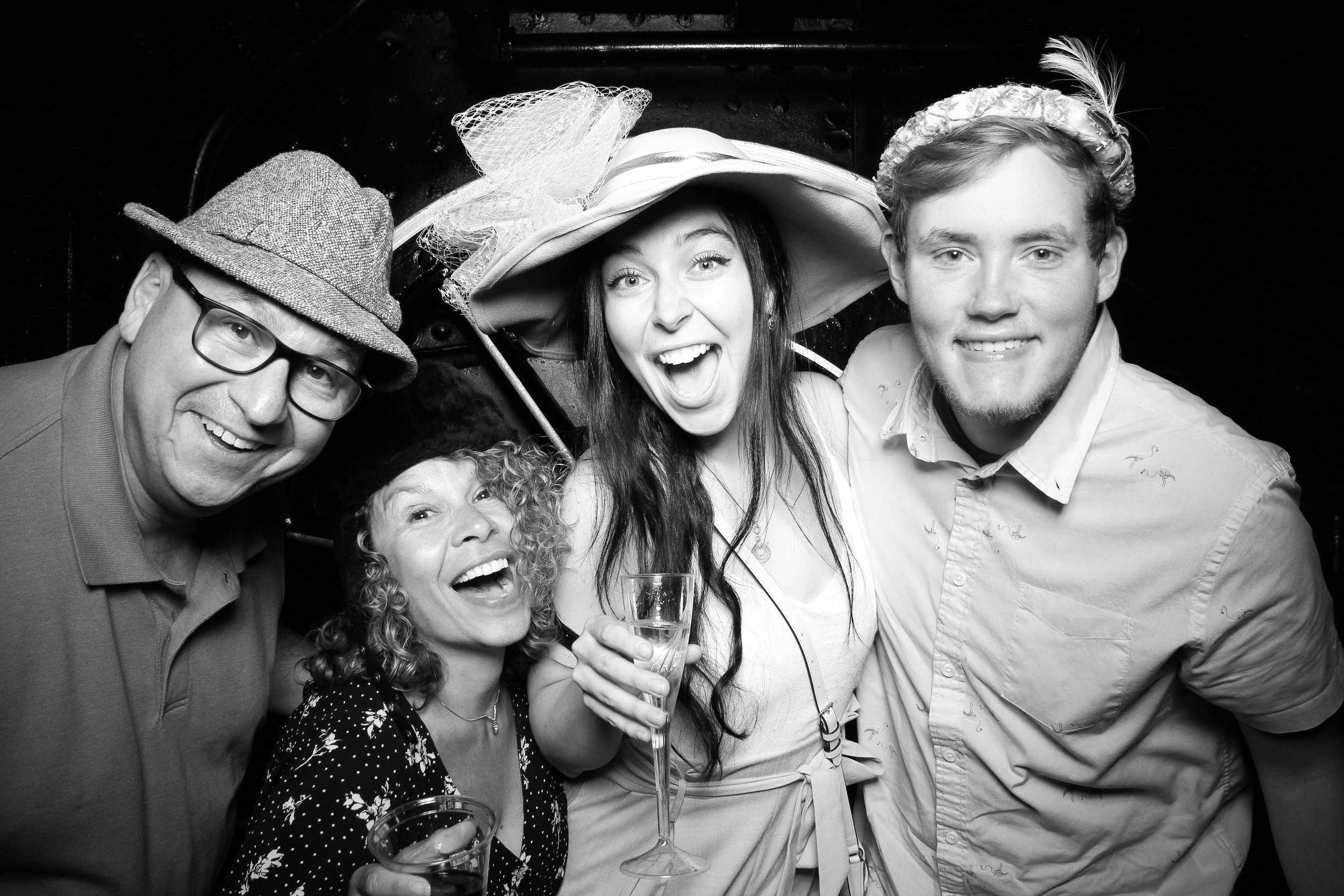 Chicago_Vintage_Wedding_Photobooth_Hyde_Park_16.jpg