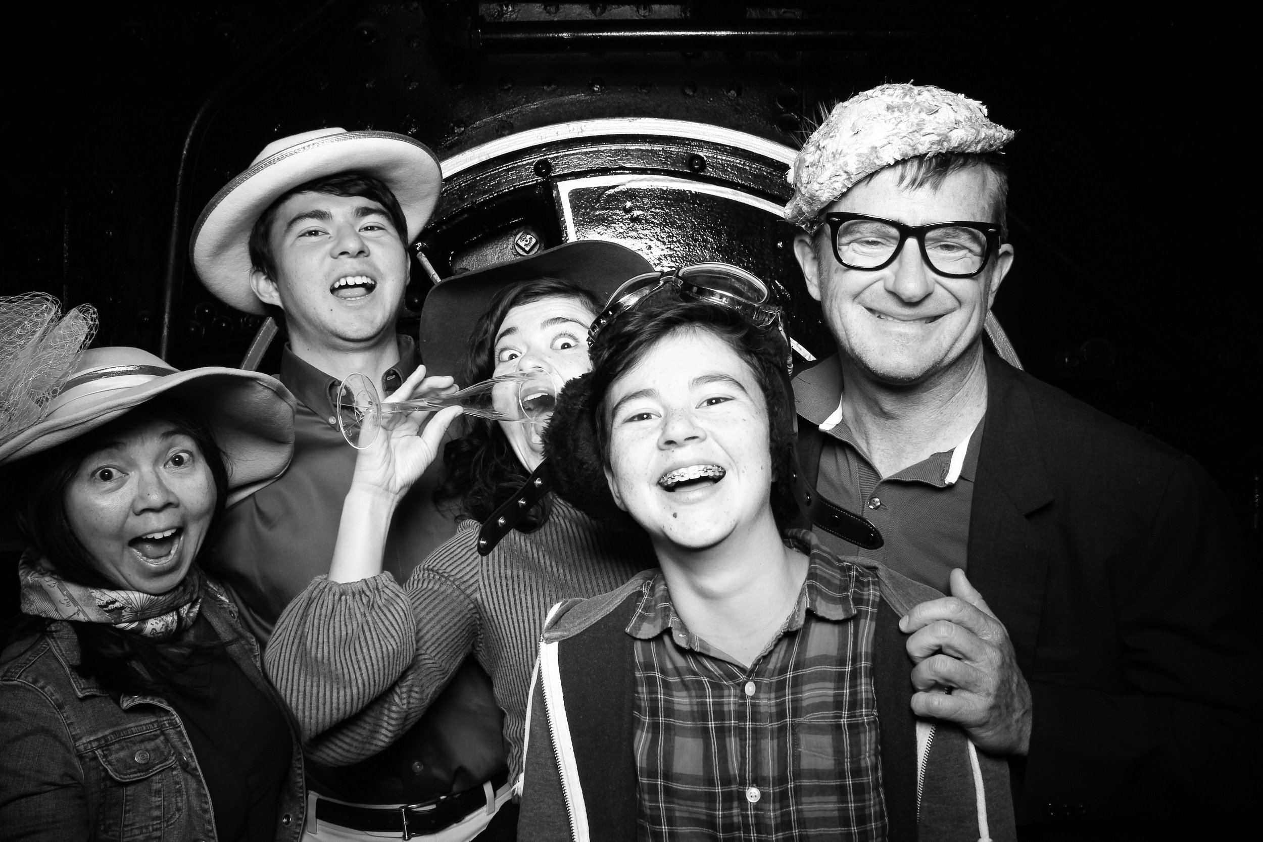 Chicago_Vintage_Wedding_Photobooth_Hyde_Park_18.jpg