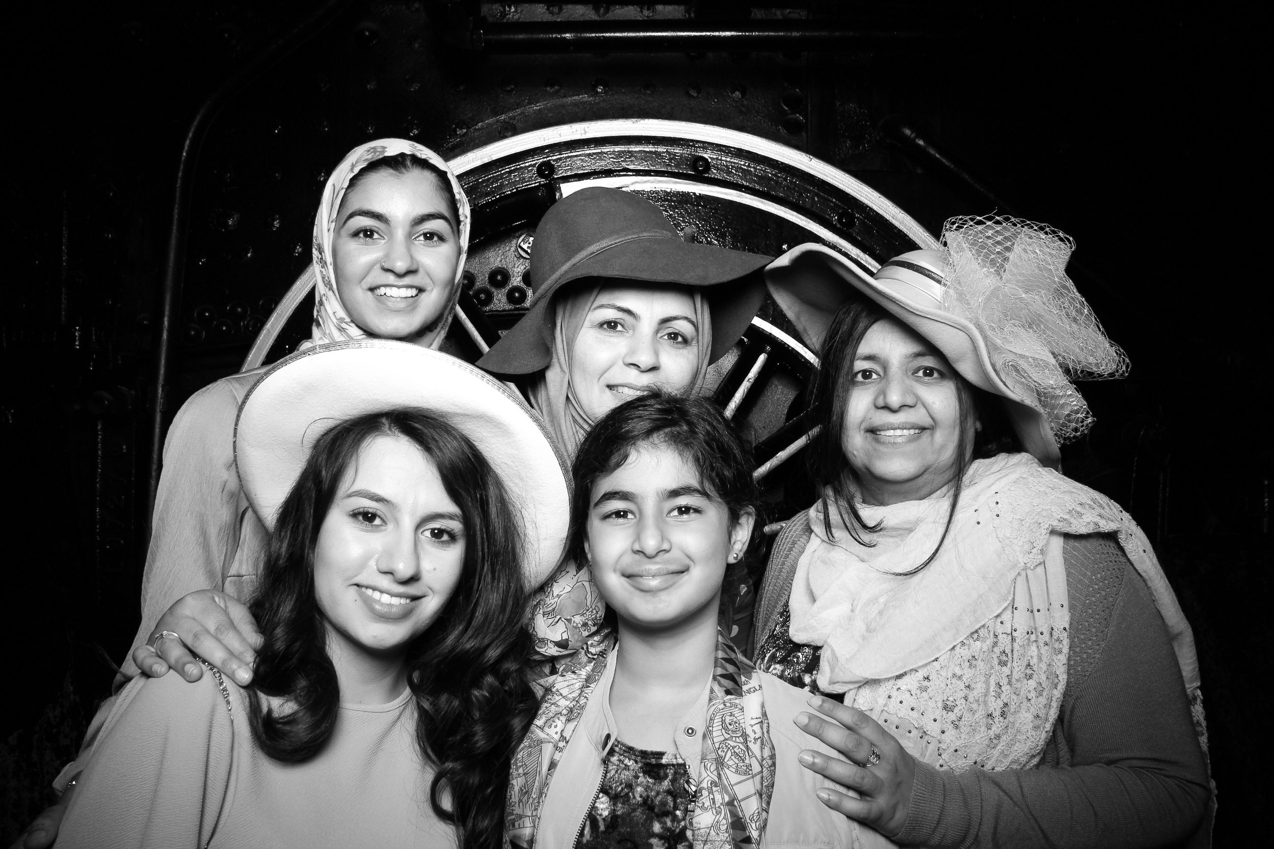 Chicago_Vintage_Wedding_Photobooth_Hyde_Park_24.jpg