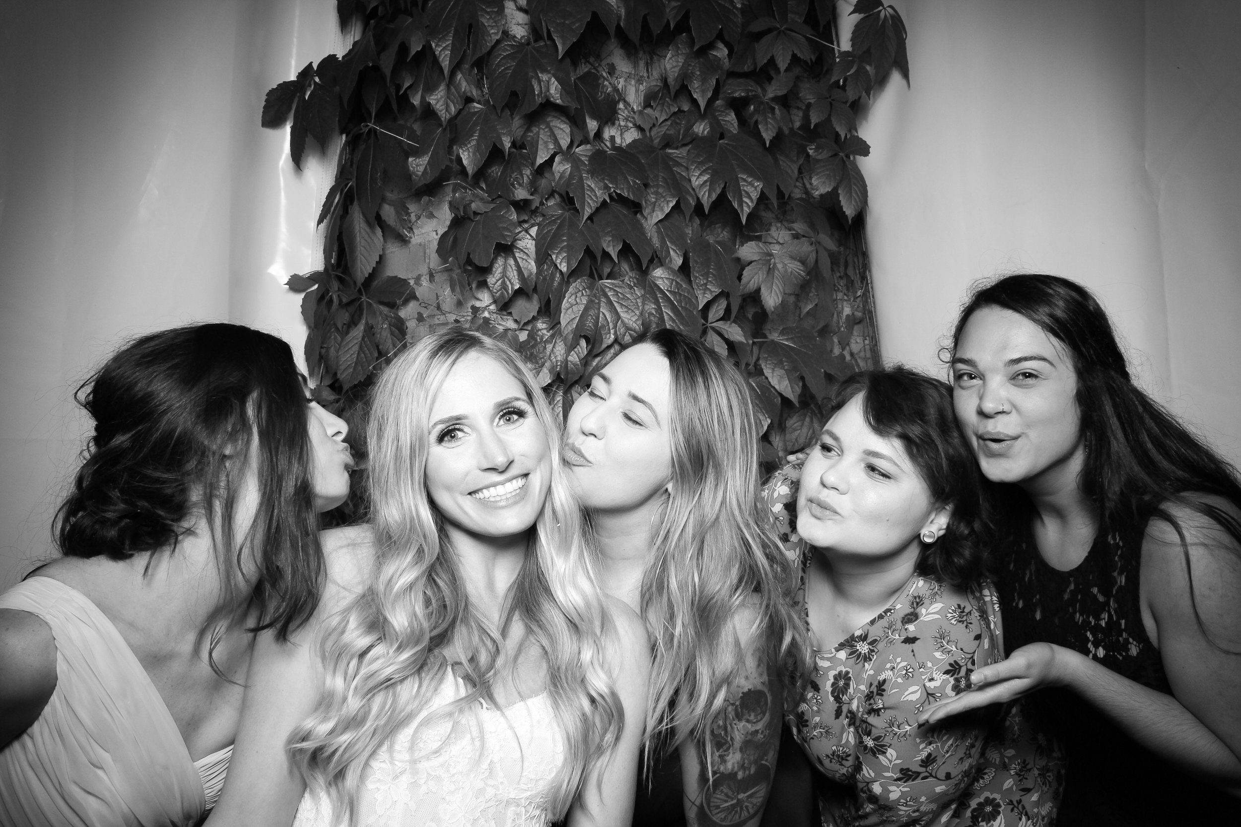 Chicago_Vintage_Wedding_Photobooth_Botanic_Garden_01.jpg
