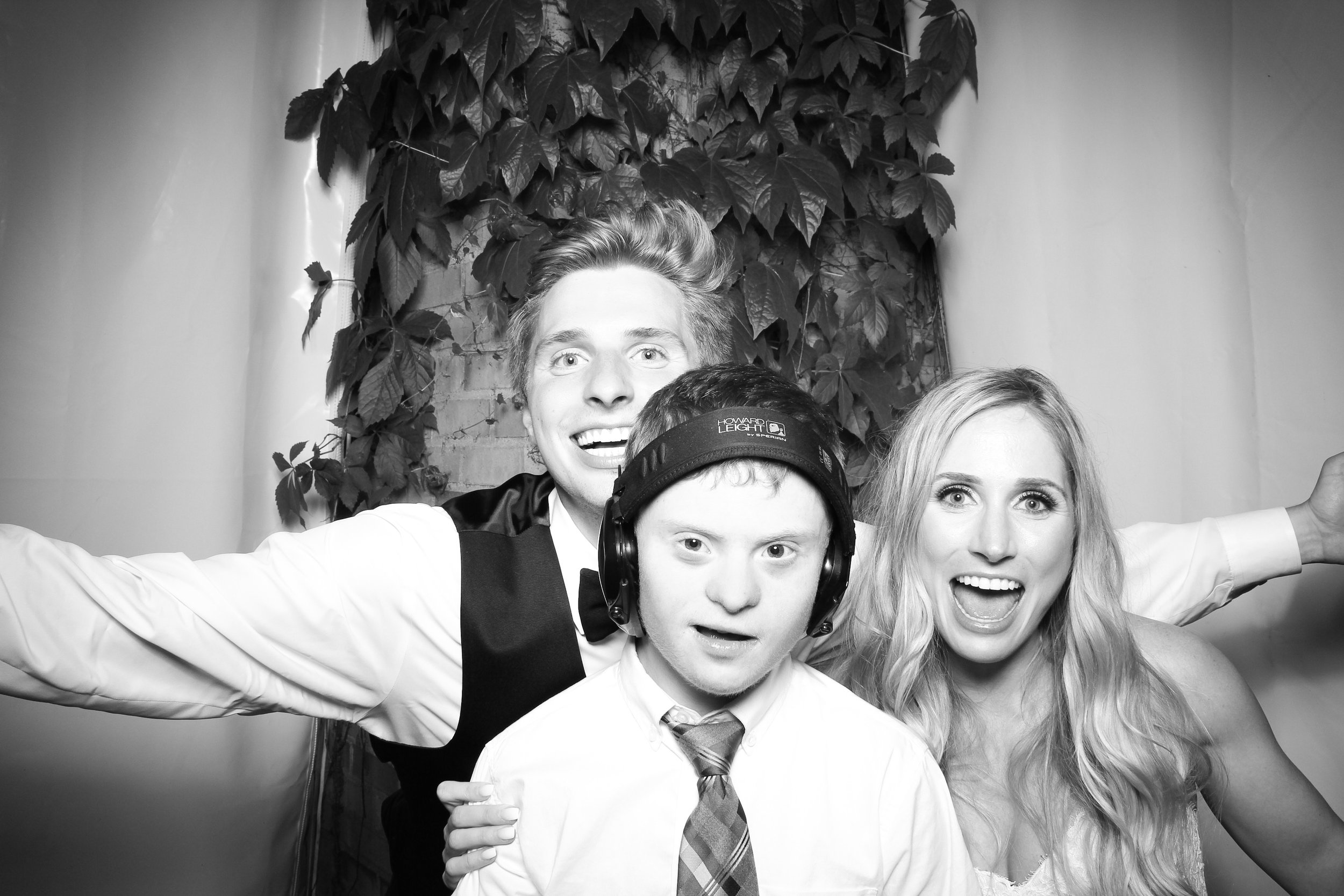 Chicago_Vintage_Wedding_Photobooth_Botanic_Garden_09.jpg