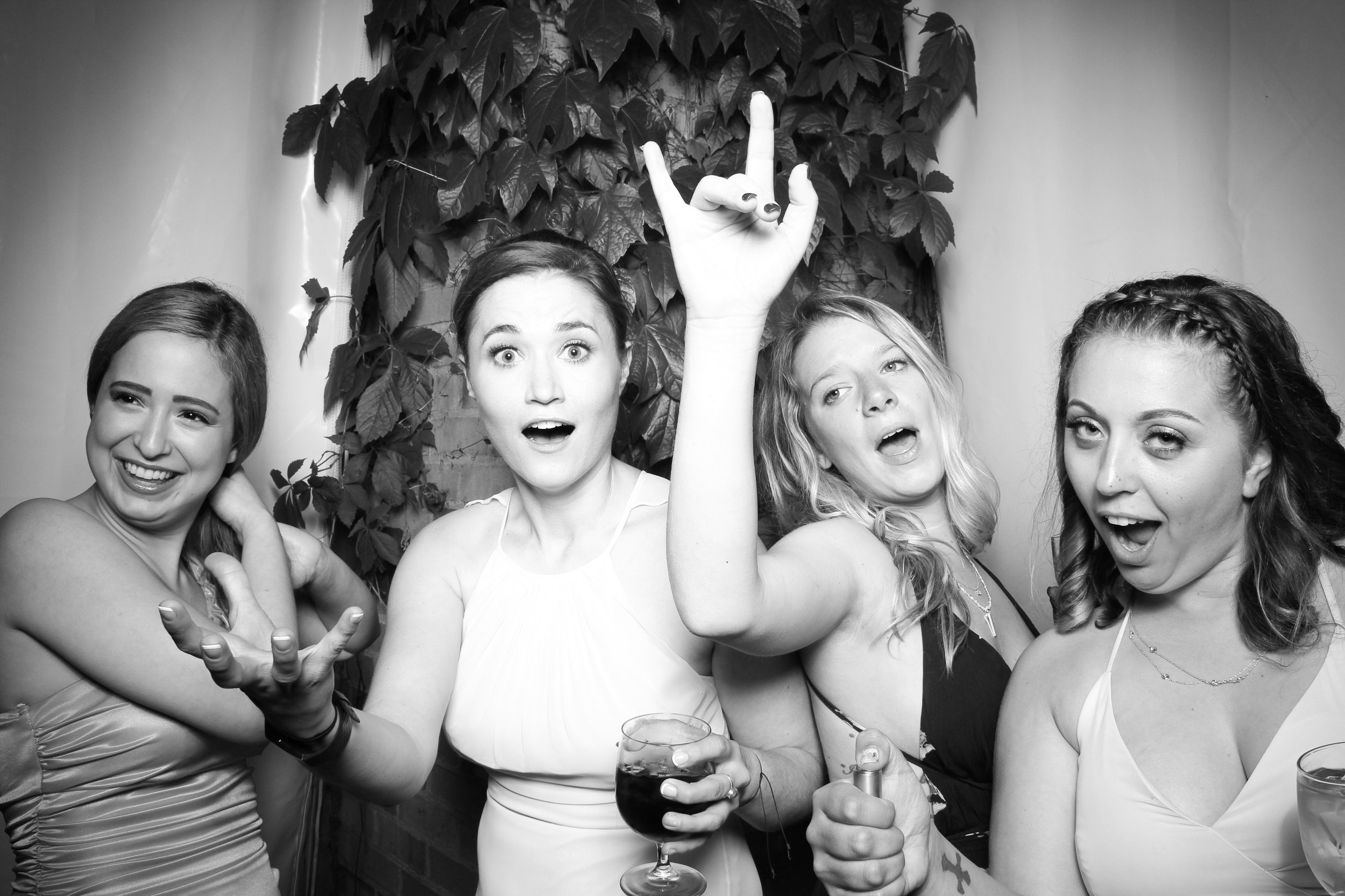 Chicago_Vintage_Wedding_Photobooth_Botanic_Garden_11.jpg
