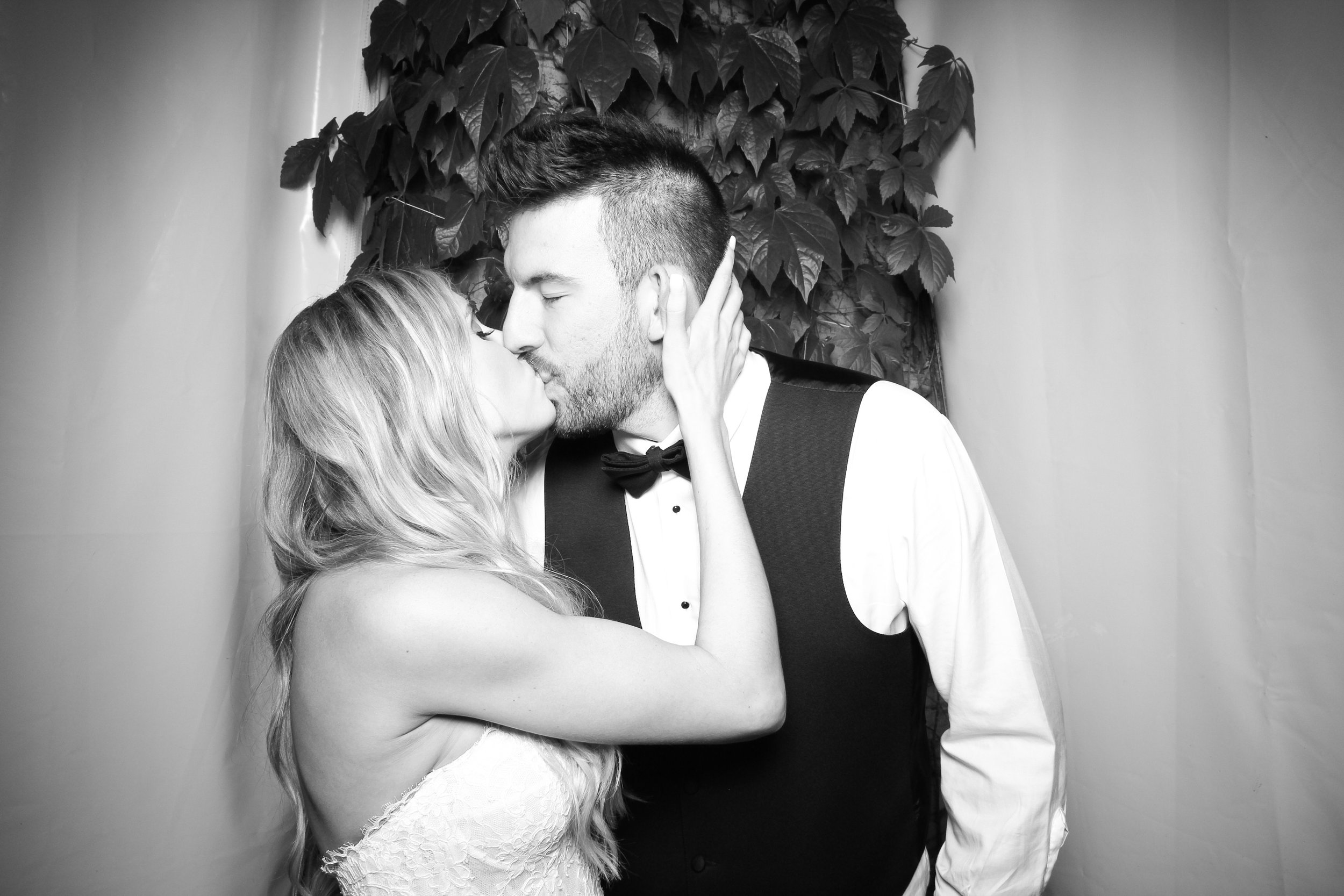 Chicago_Vintage_Wedding_Photobooth_Botanic_Garden_14.jpg