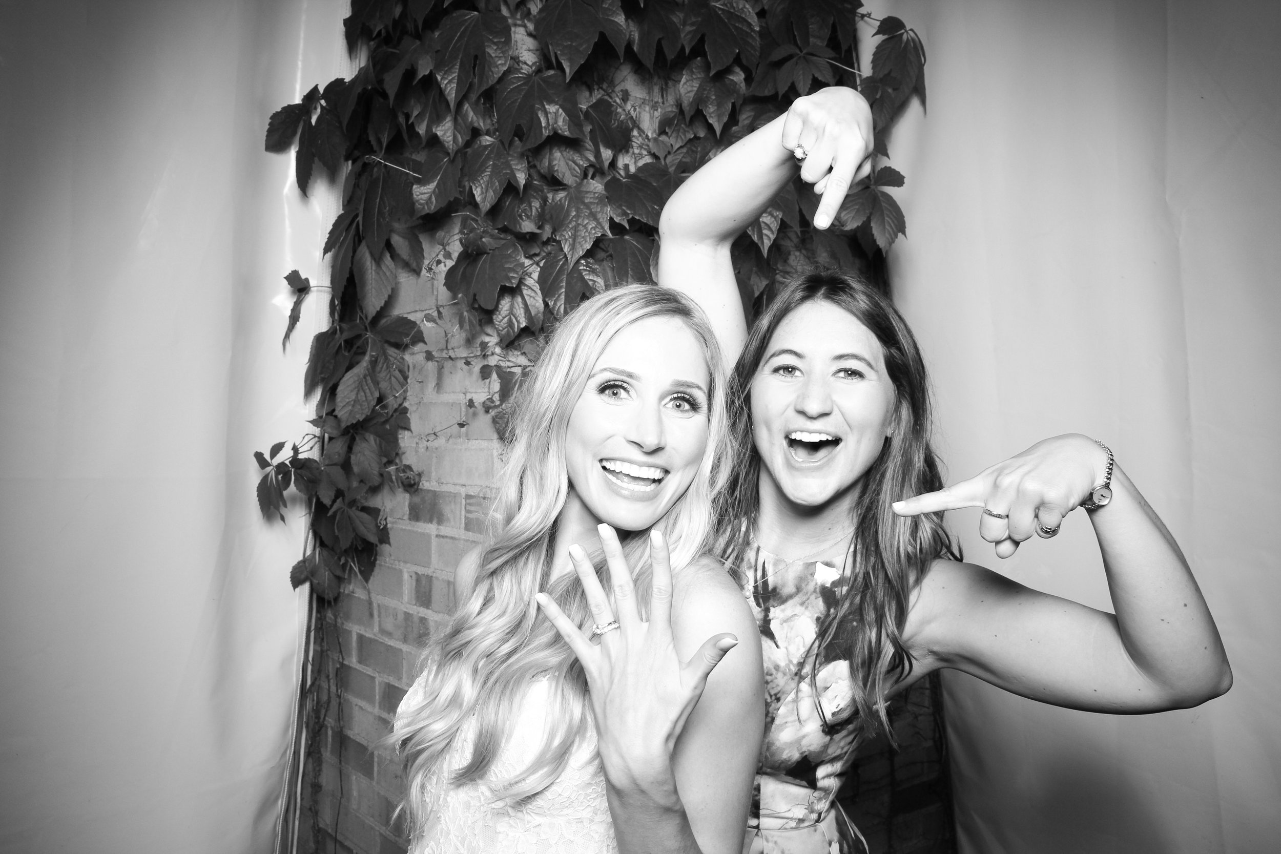 Chicago_Vintage_Wedding_Photobooth_Botanic_Garden_18.jpg
