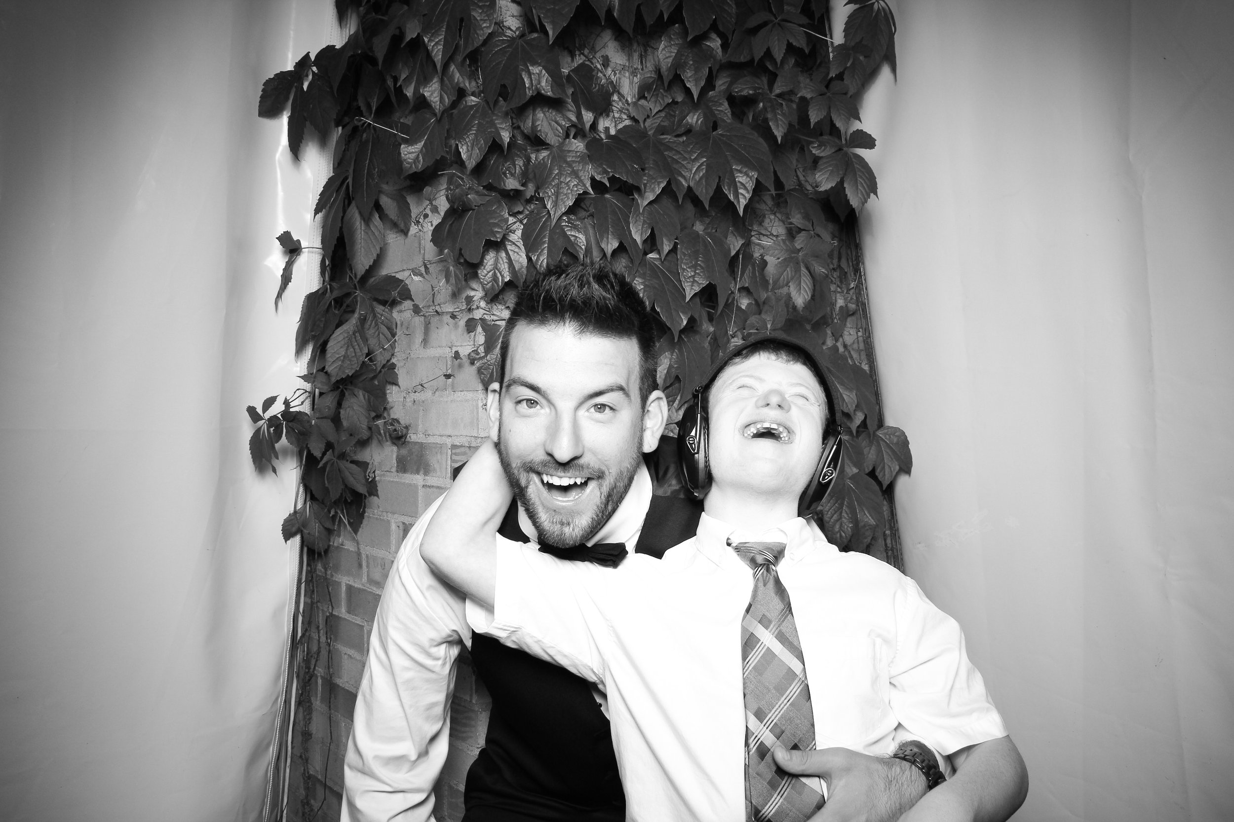 Chicago_Vintage_Wedding_Photobooth_Botanic_Garden_17.jpg