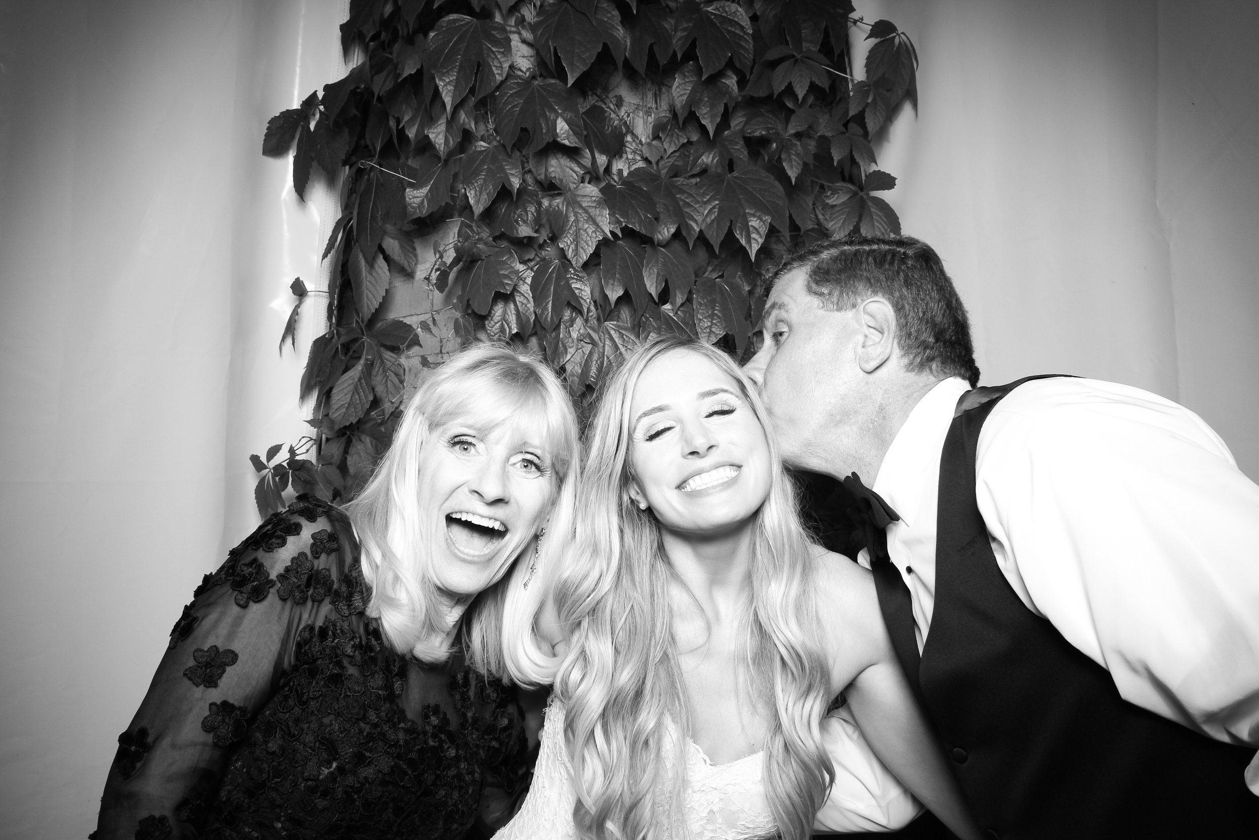 Chicago_Vintage_Wedding_Photobooth_Botanic_Garden_40.jpg