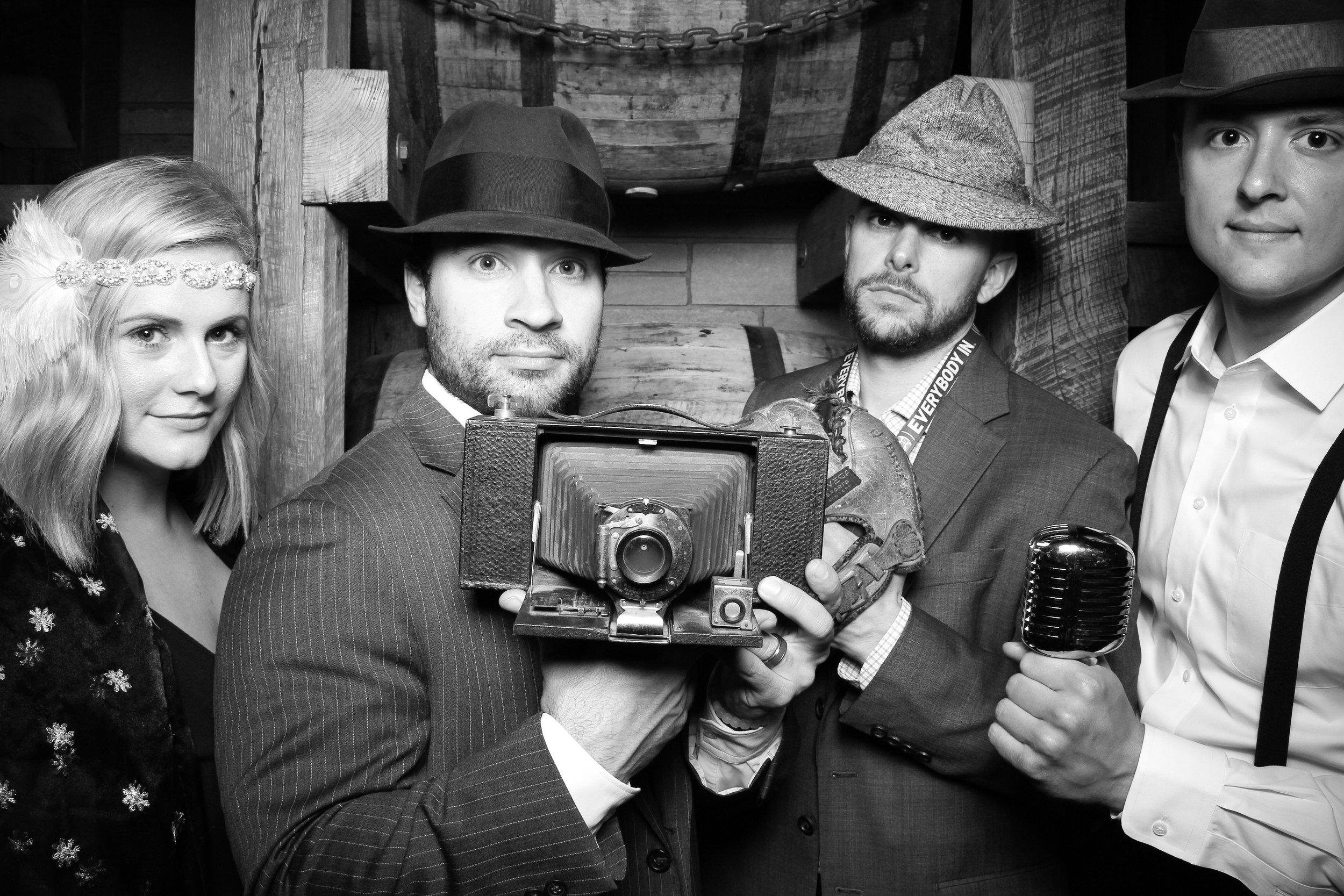 Chicago_Vintage_Wedding_Photobooth_Wrigley_Field_12.jpg