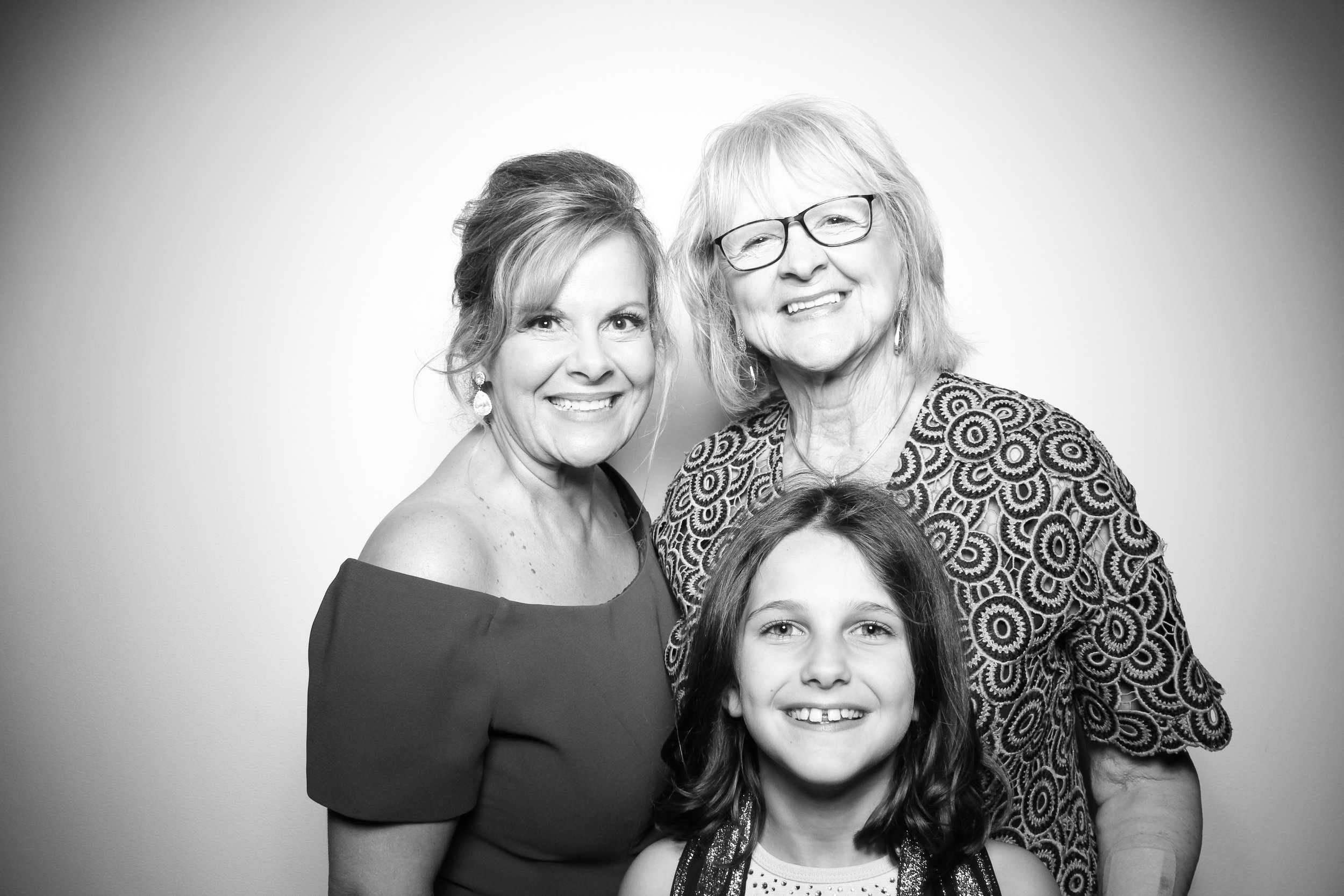 AIC_Modern_Wing_Griffin_Court_Wedding_Reception_Photo_Booth_04.jpg