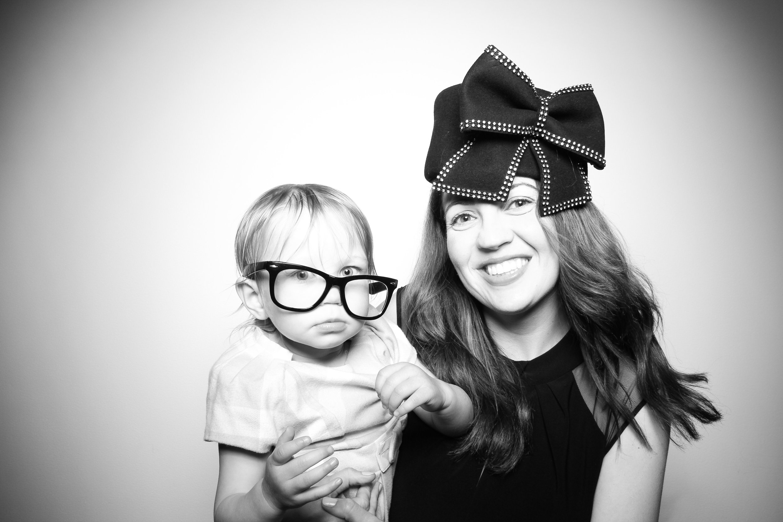 AIC_Modern_Wing_Griffin_Court_Wedding_Reception_Photo_Booth_07.jpg