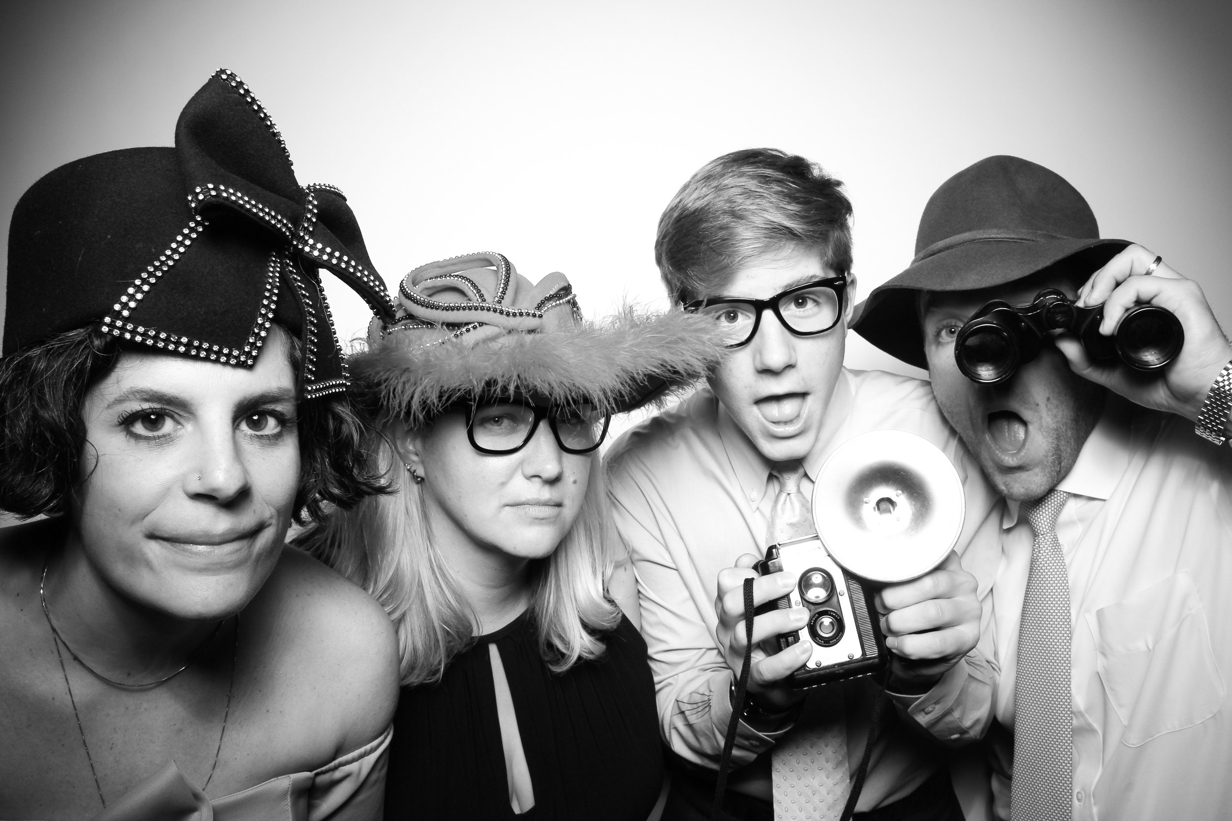 AIC_Modern_Wing_Griffin_Court_Wedding_Reception_Photo_Booth_09.jpg