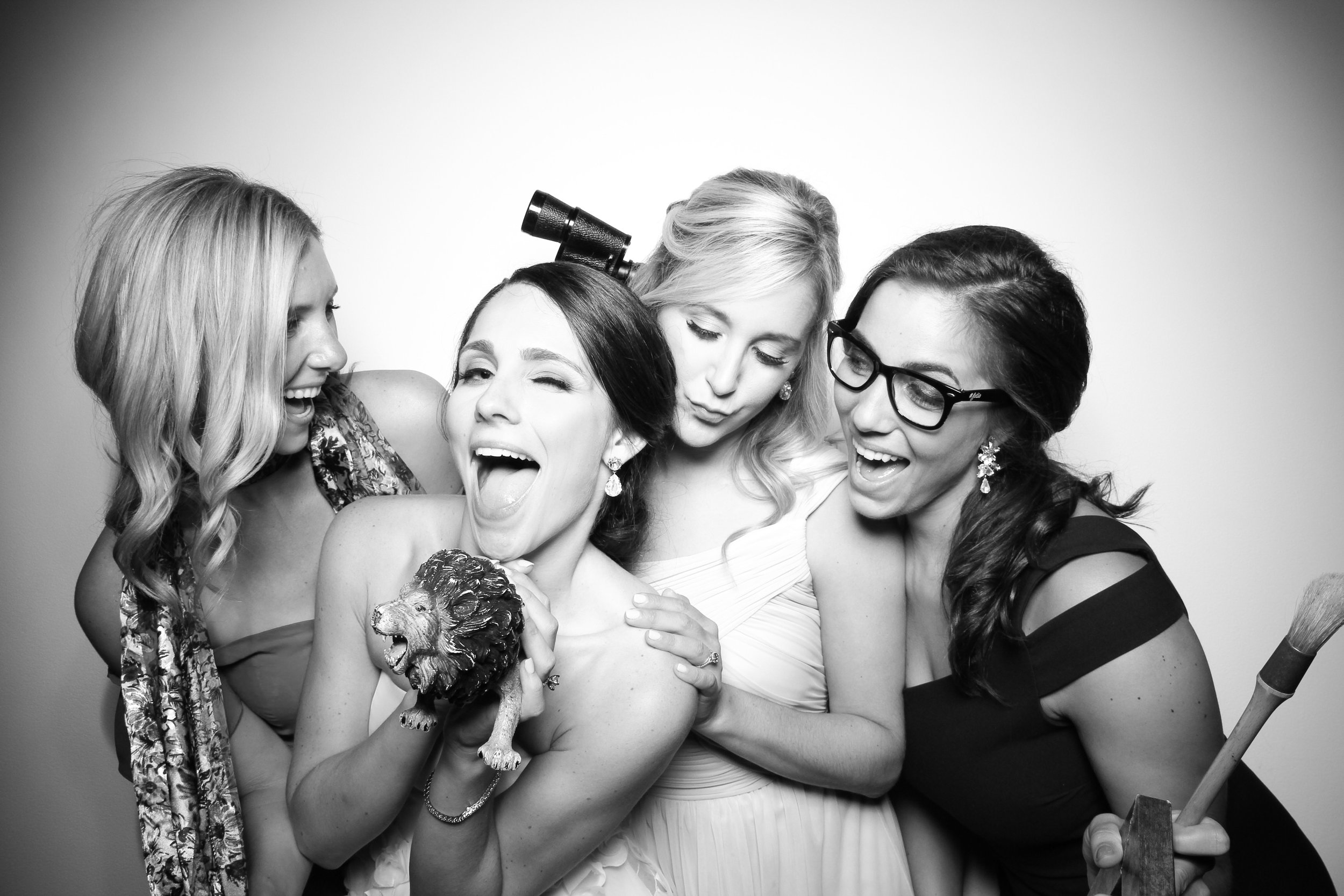AIC_Modern_Wing_Griffin_Court_Wedding_Reception_Photo_Booth_18.jpg