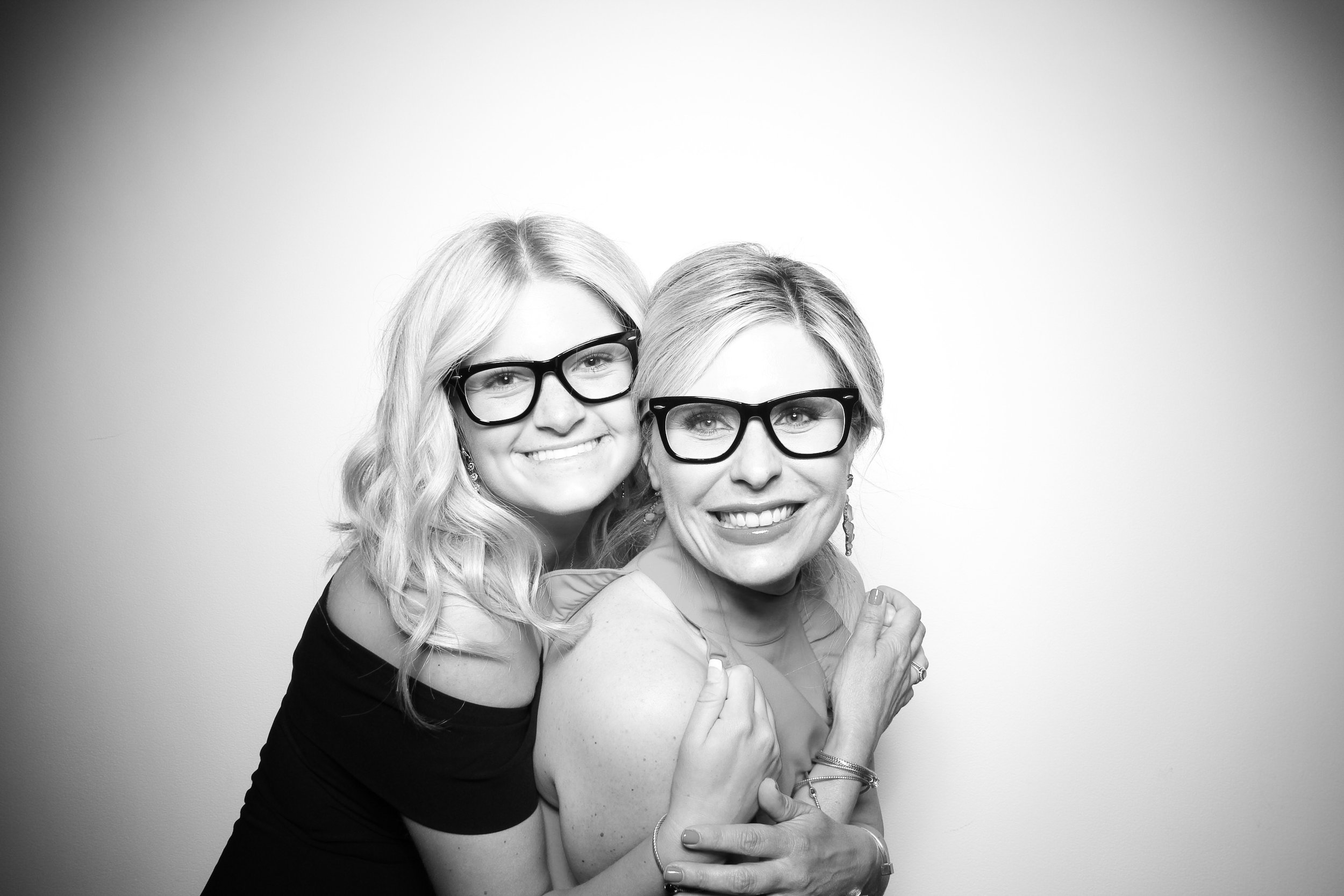 AIC_Modern_Wing_Griffin_Court_Wedding_Reception_Photo_Booth_22.jpg