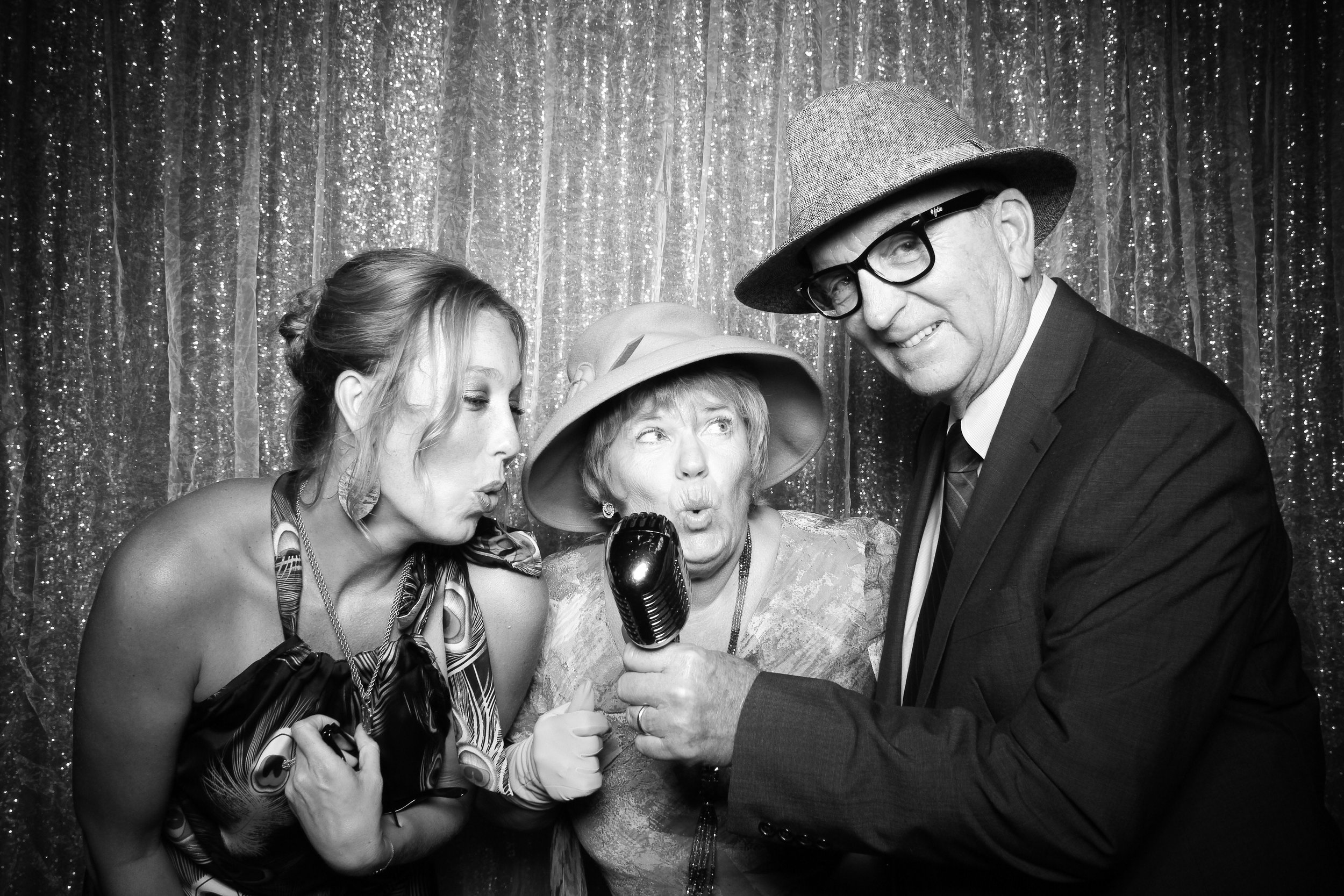 Chicago_Vintage_Wedding_Photobooth_Medinah_Country_Club_01.jpg