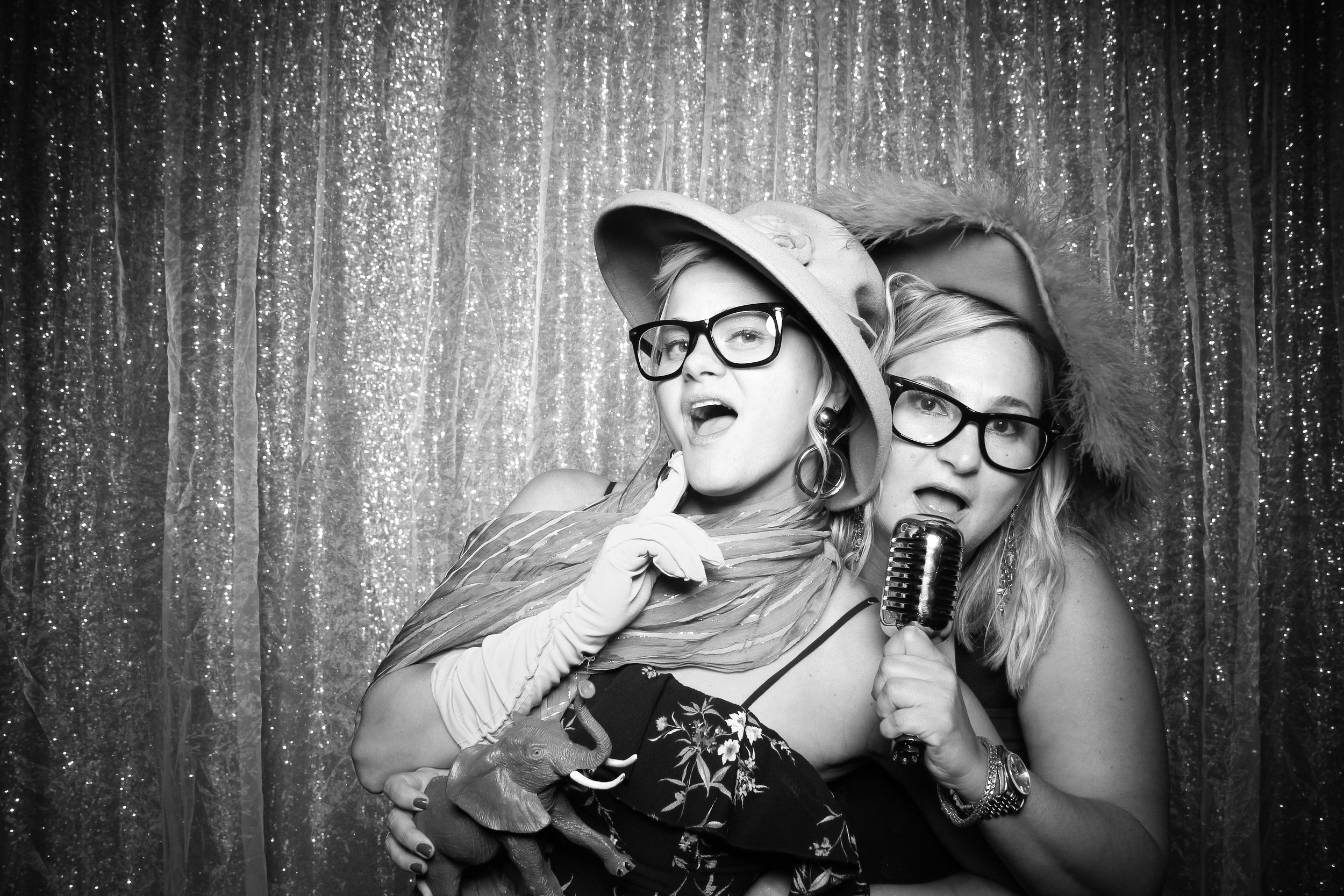 Chicago_Vintage_Wedding_Photobooth_Medinah_Country_Club_02.jpg