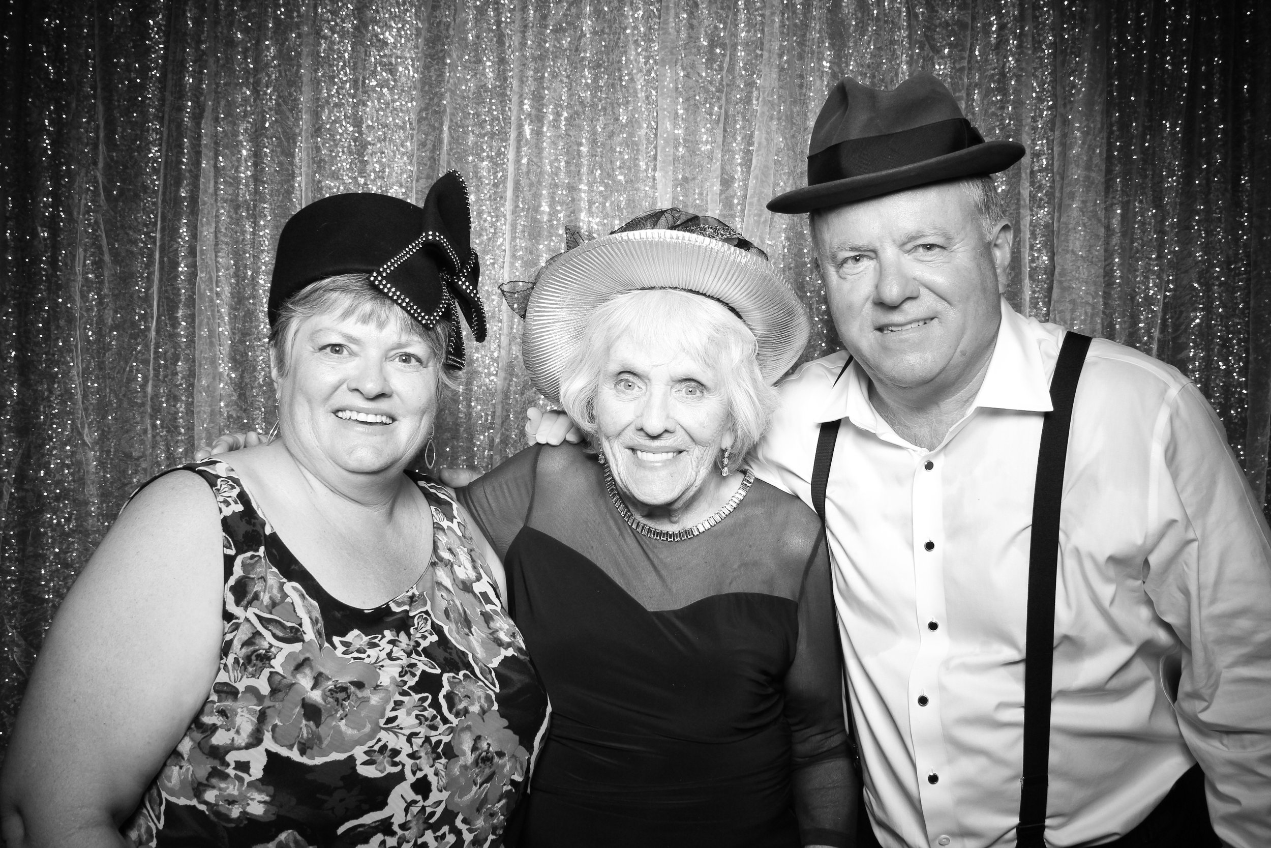 Chicago_Vintage_Wedding_Photobooth_Medinah_Country_Club_10.jpg
