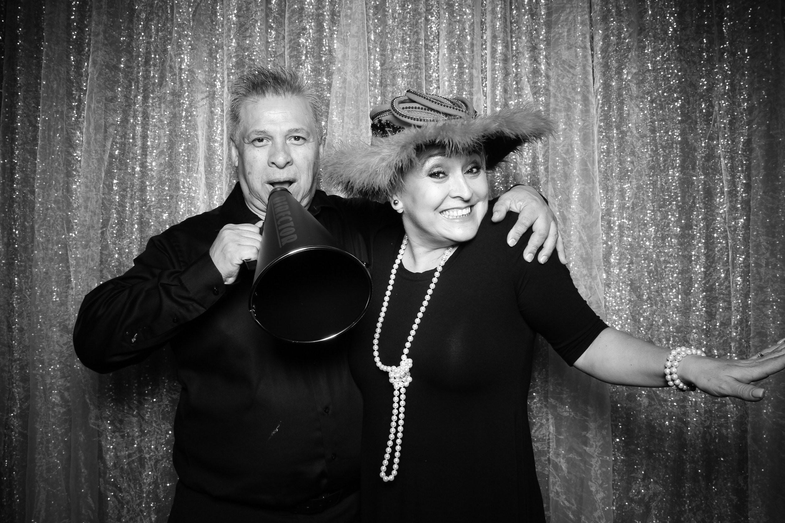 Chicago_Vintage_Wedding_Photobooth_W_Lakeshore_Hotel_20.jpg