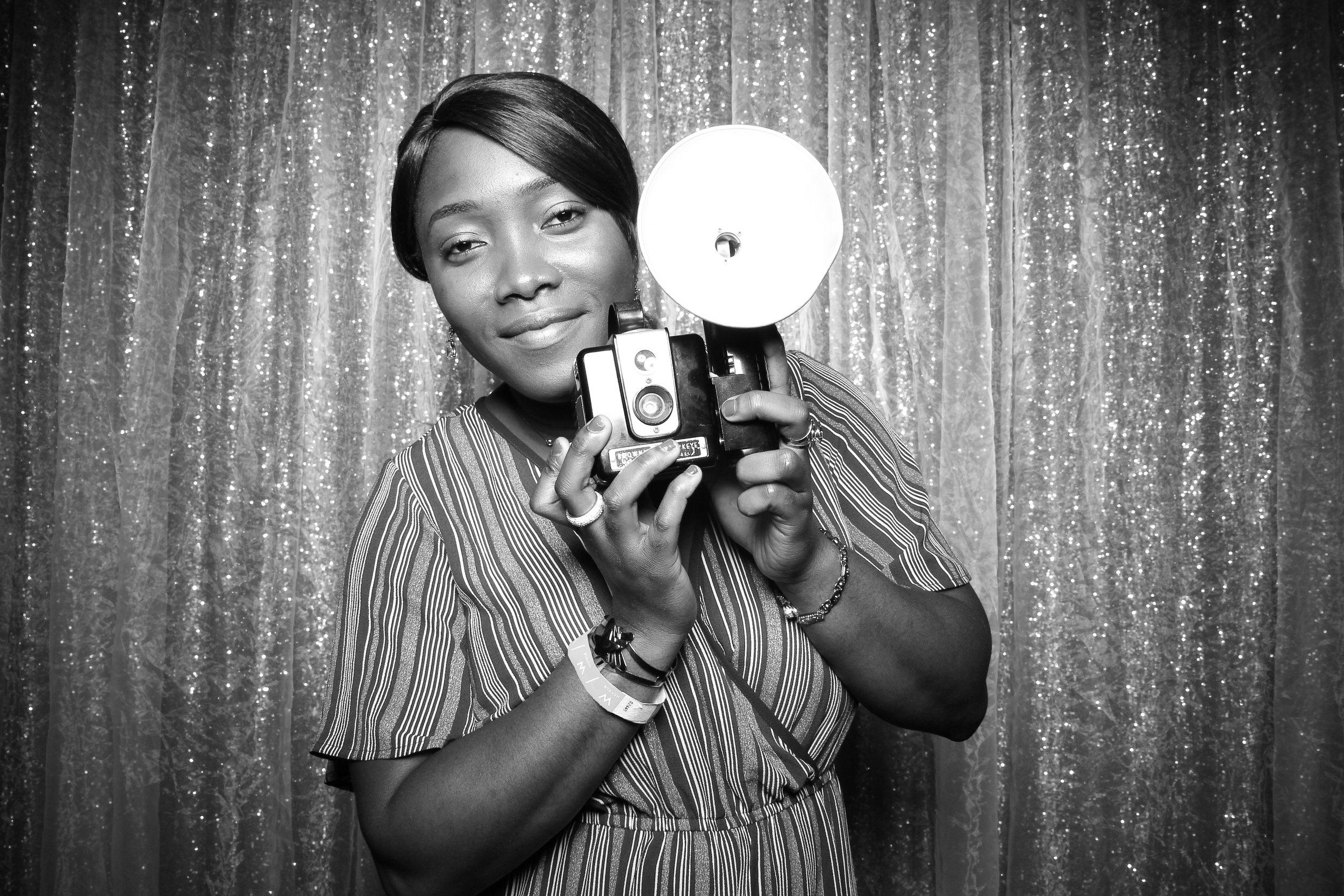 Chicago_Vintage_Wedding_Photobooth_W_Lakeshore_Hotel_24.jpg