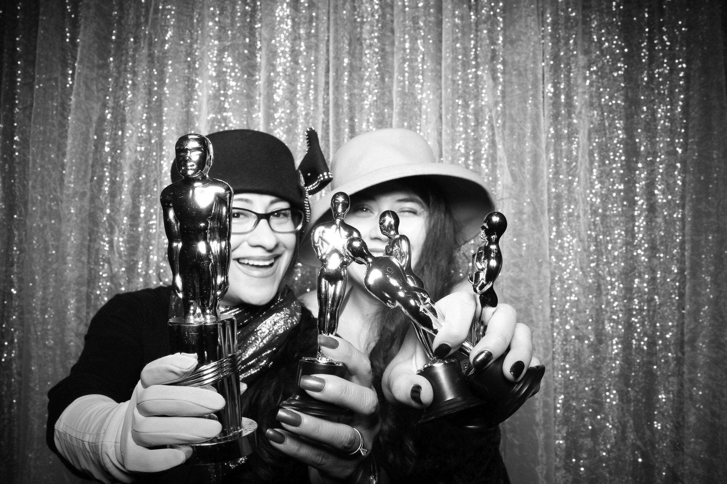 Chicago_Vintage_Wedding_Photobooth_W_Lakeshore_Hotel_27.jpg