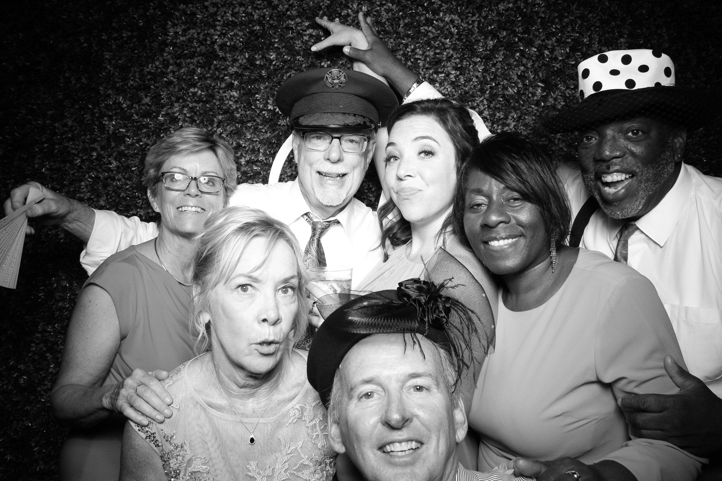 Ignite_Glass_Studio_Wedding_Photo_Booth_Boxwood_Chicago_09.jpg