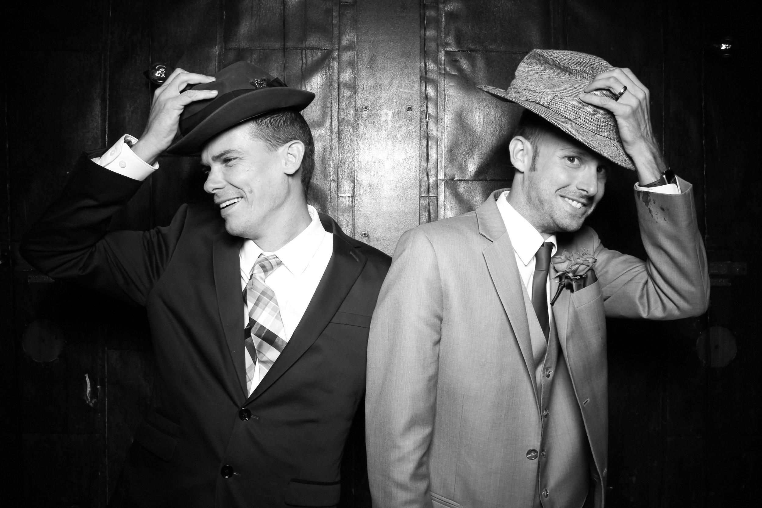 Chicago_Vintage_Wedding_Photobooth_Morgan_Manufacturing_07.jpg