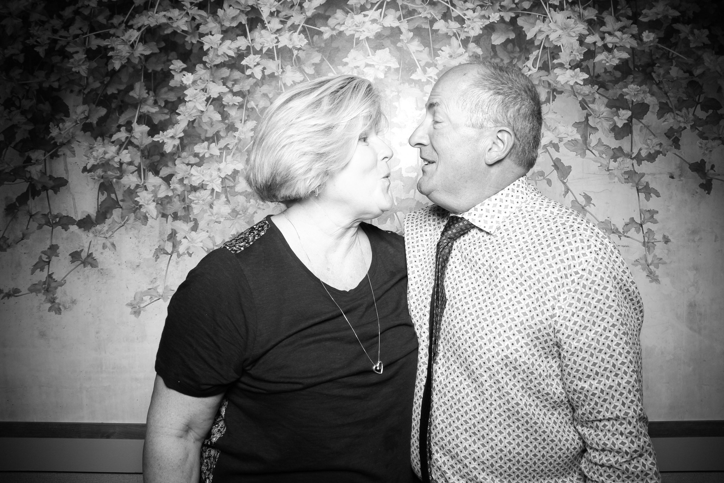 Randall_Oaks_Country_Club_Wedding_West_Dundee_Photo_Booth_04.jpg