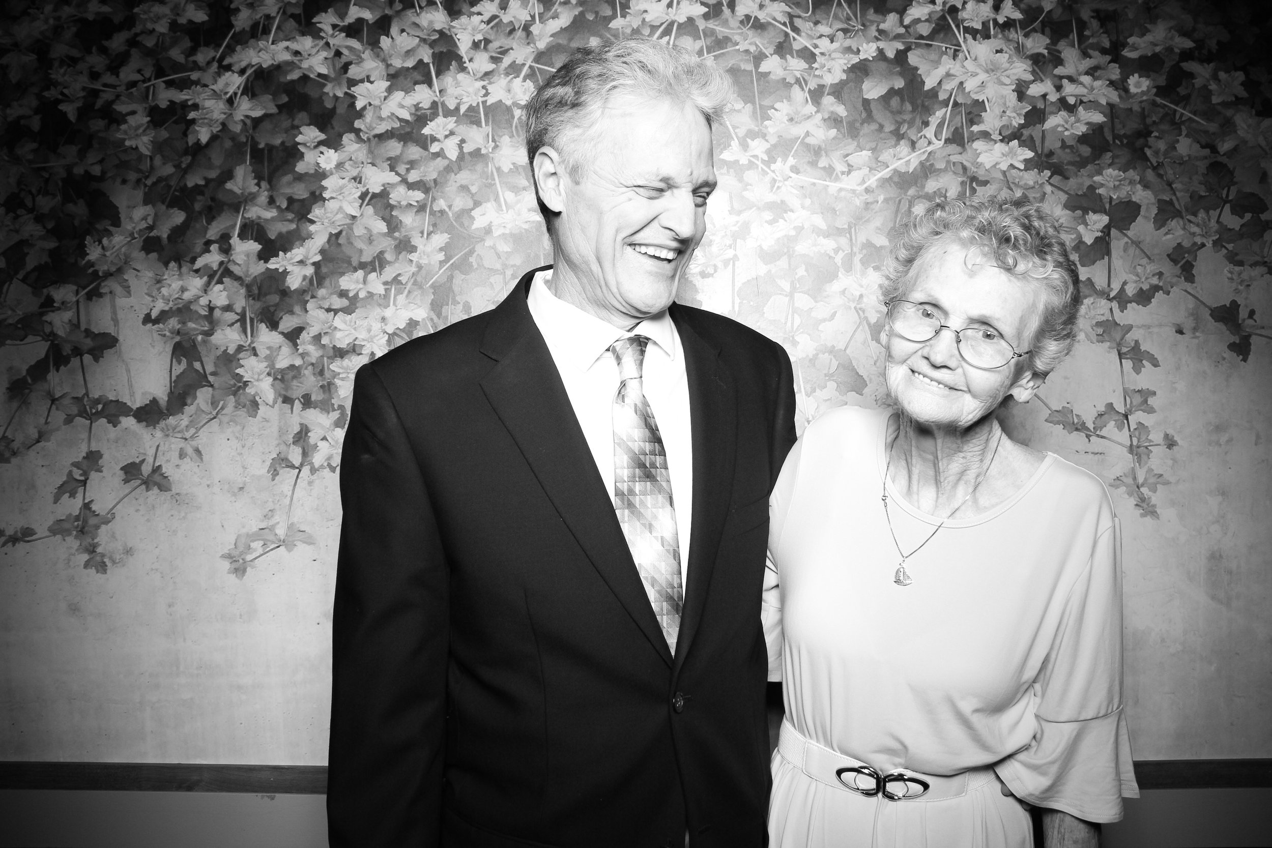 Randall_Oaks_Country_Club_Wedding_West_Dundee_Photo_Booth_05.jpg