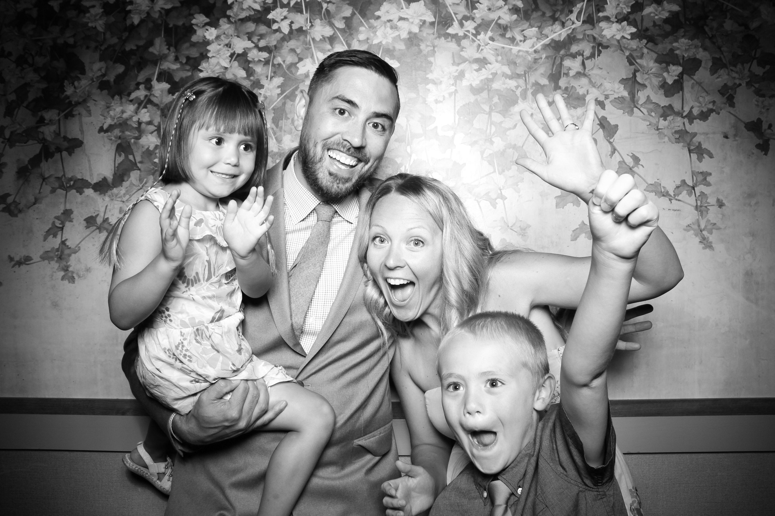 Randall_Oaks_Country_Club_Wedding_West_Dundee_Photo_Booth_09.jpg