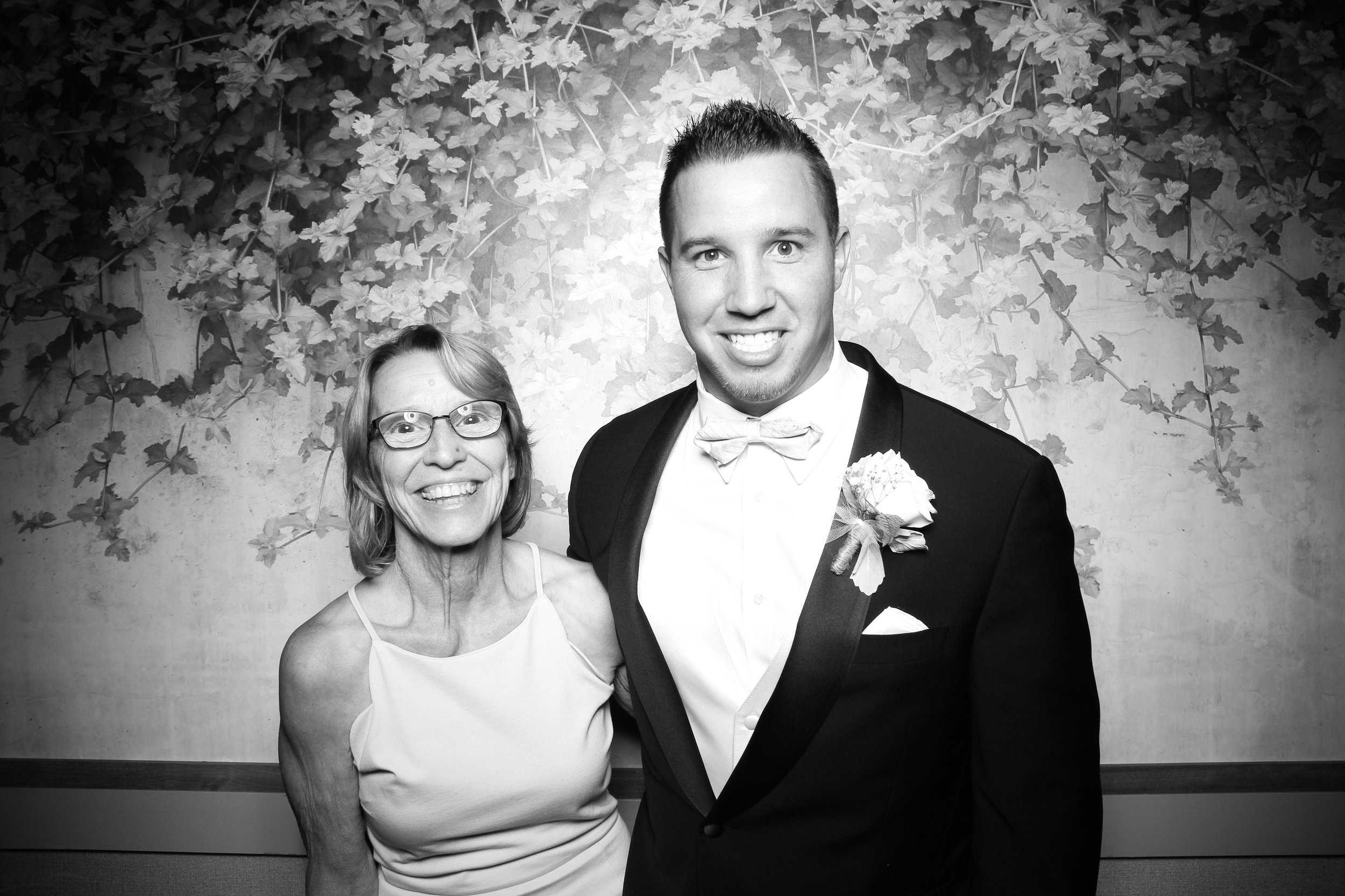 Randall_Oaks_Country_Club_Wedding_West_Dundee_Photo_Booth_11.jpg