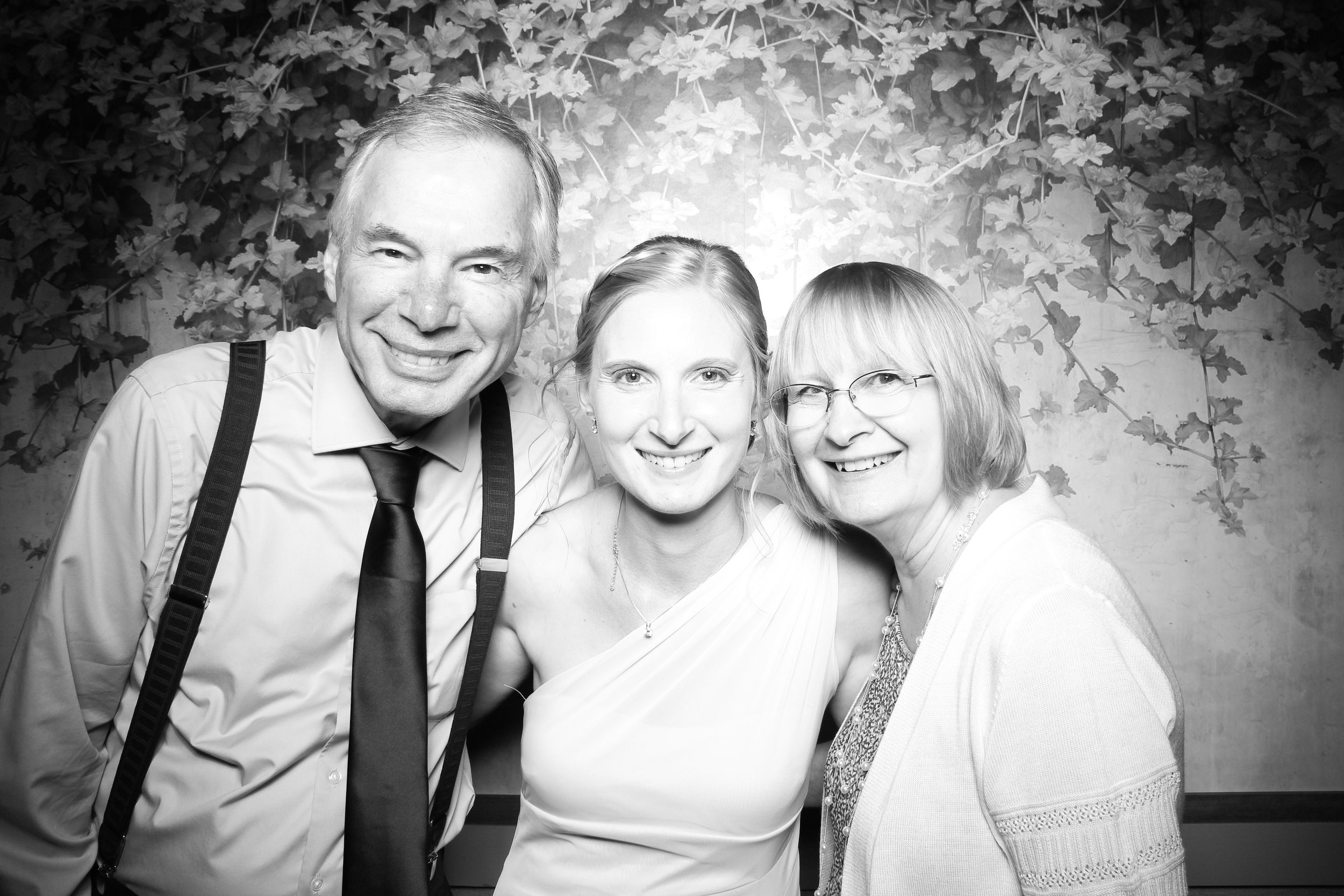 Randall_Oaks_Country_Club_Wedding_West_Dundee_Photo_Booth_16.jpg