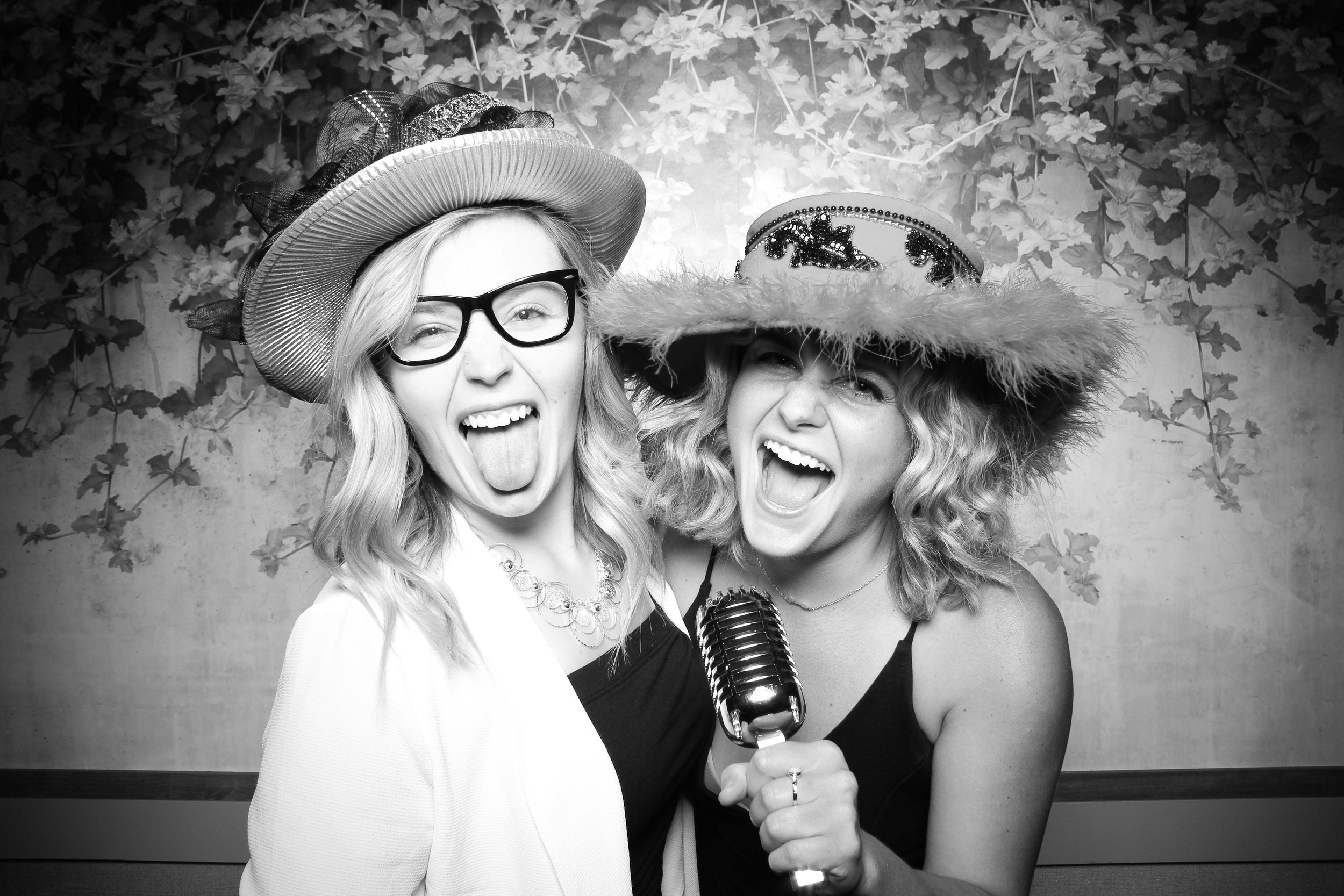 Randall_Oaks_Country_Club_Wedding_West_Dundee_Photo_Booth_17.jpg