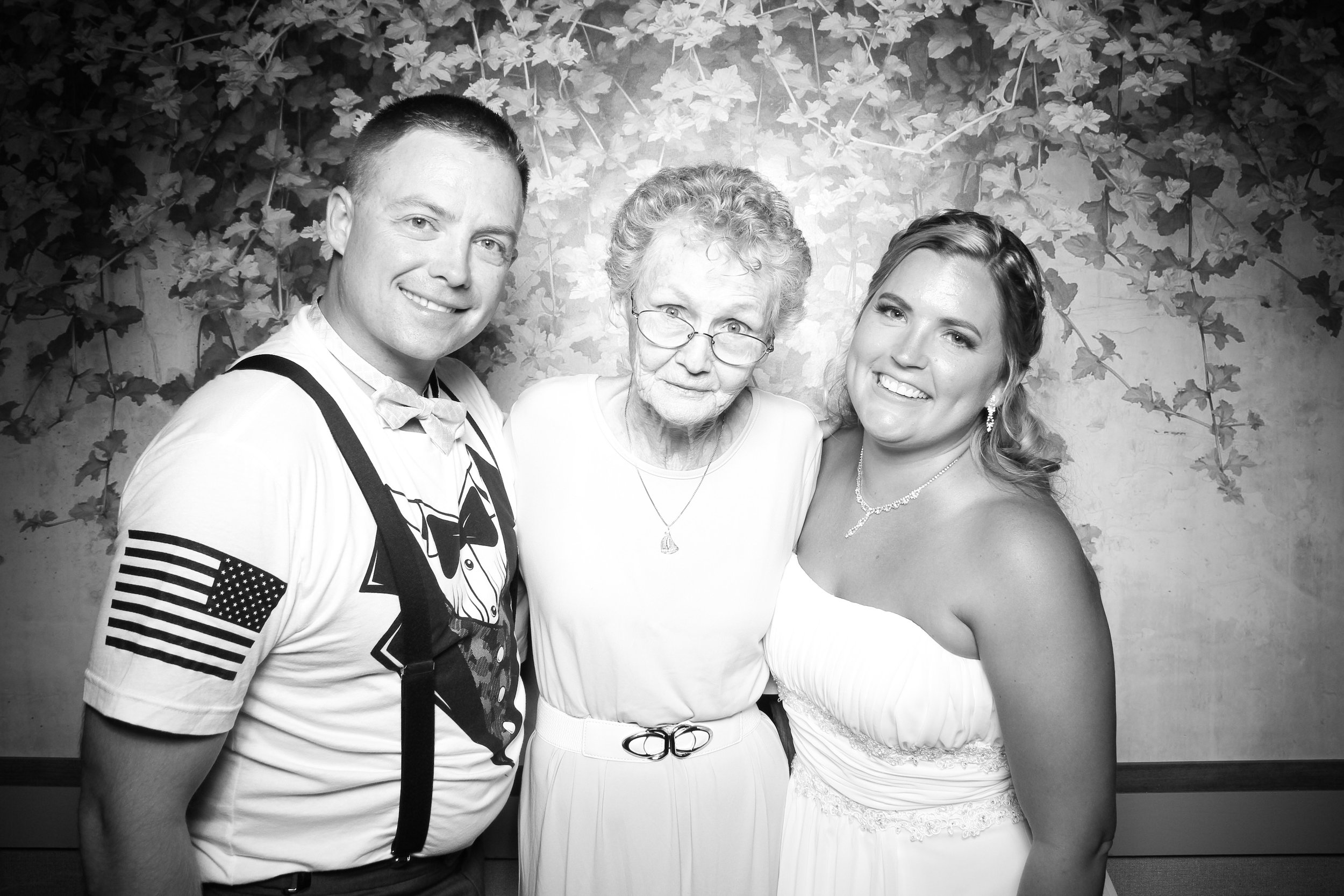 Randall_Oaks_Country_Club_Wedding_West_Dundee_Photo_Booth_18.jpg
