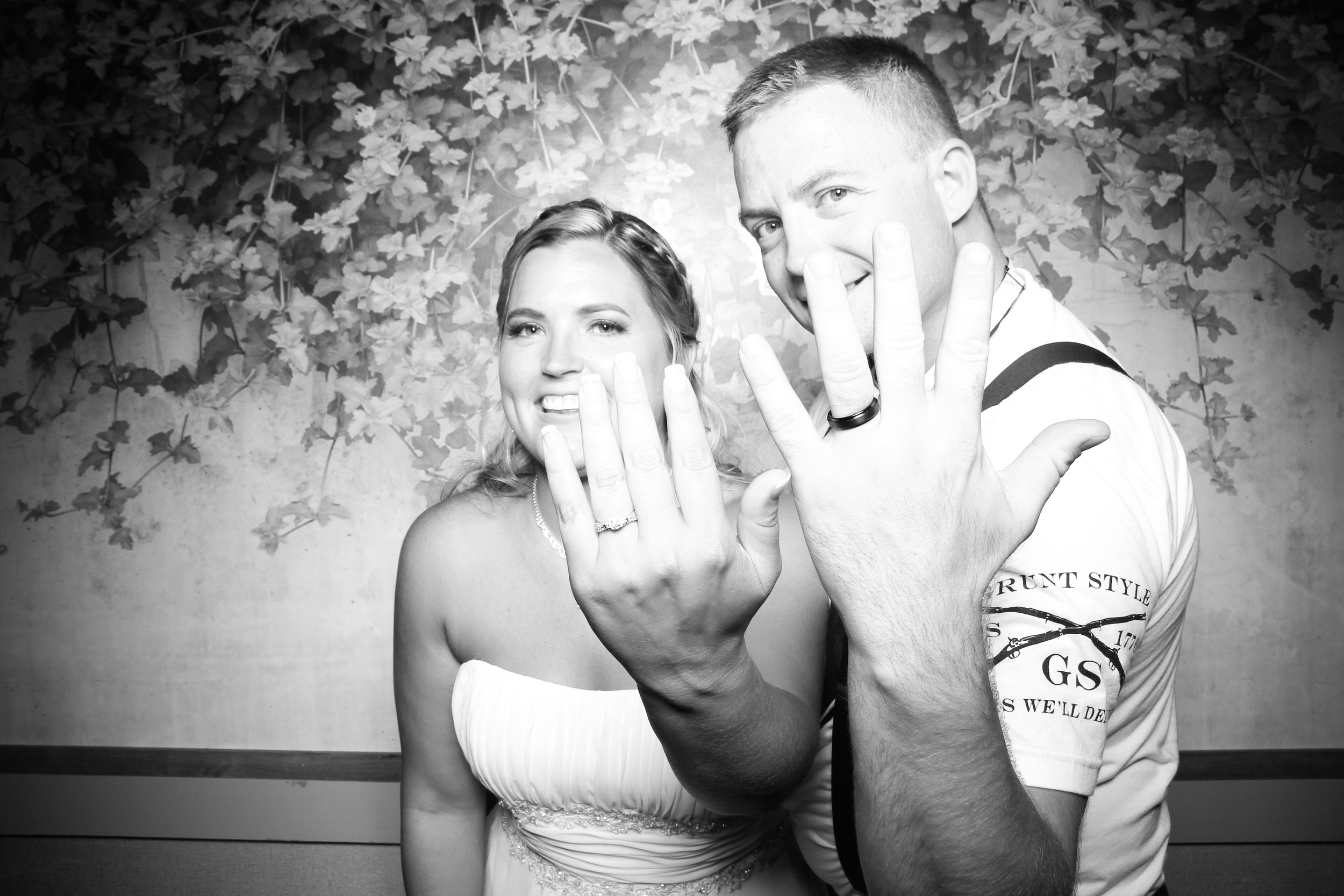 Randall_Oaks_Country_Club_Wedding_West_Dundee_Photo_Booth_21.jpg