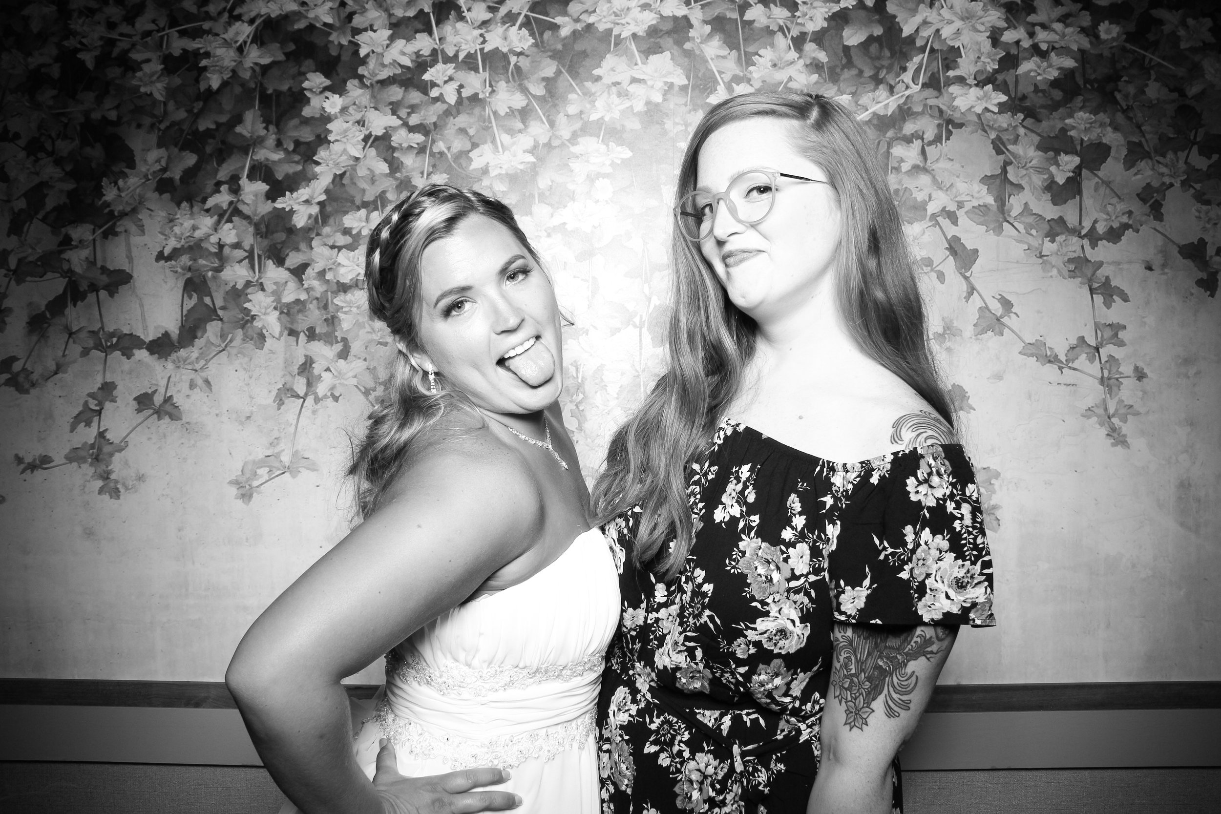 Randall_Oaks_Country_Club_Wedding_West_Dundee_Photo_Booth_22.jpg