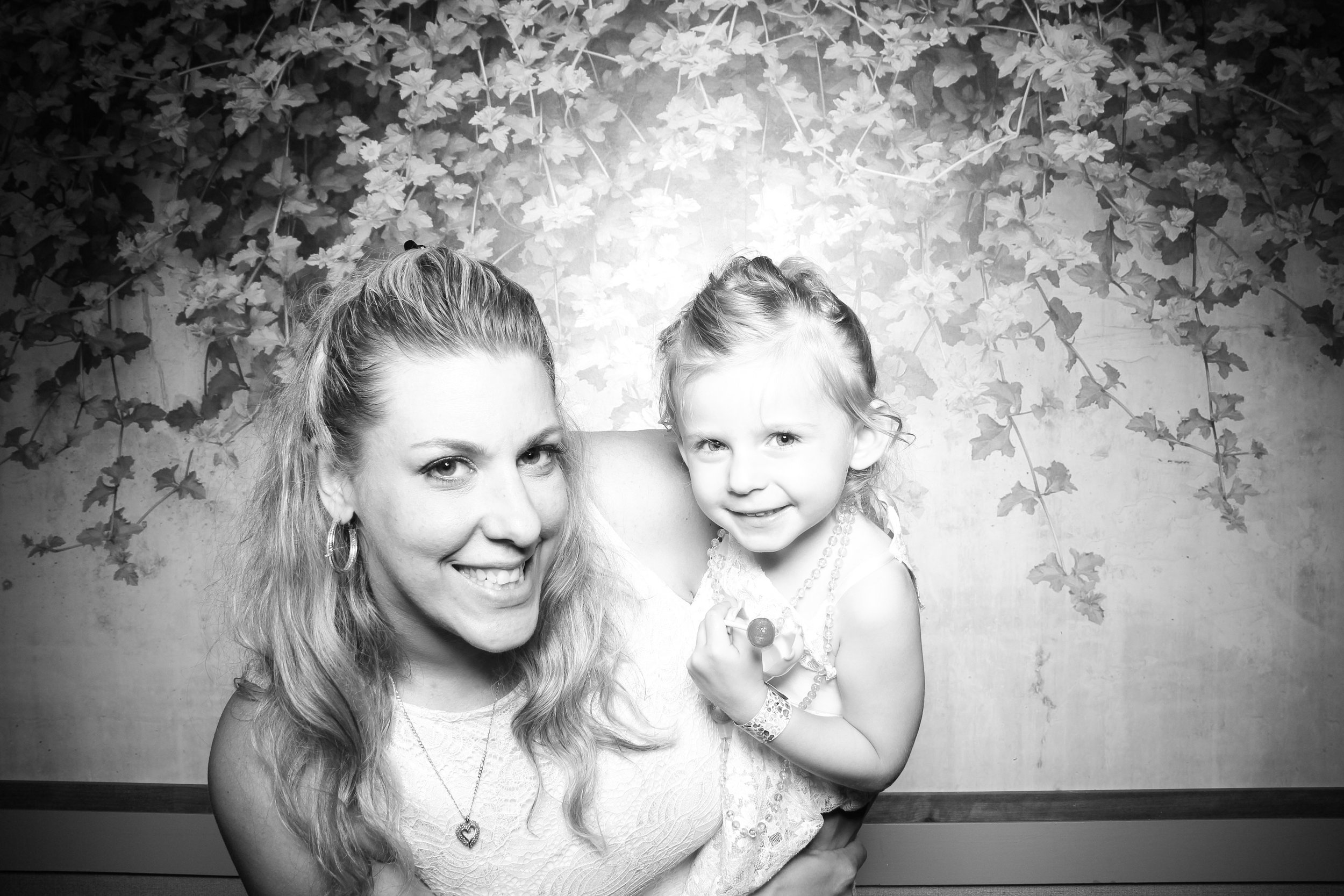 Randall_Oaks_Country_Club_Wedding_West_Dundee_Photo_Booth_24.jpg
