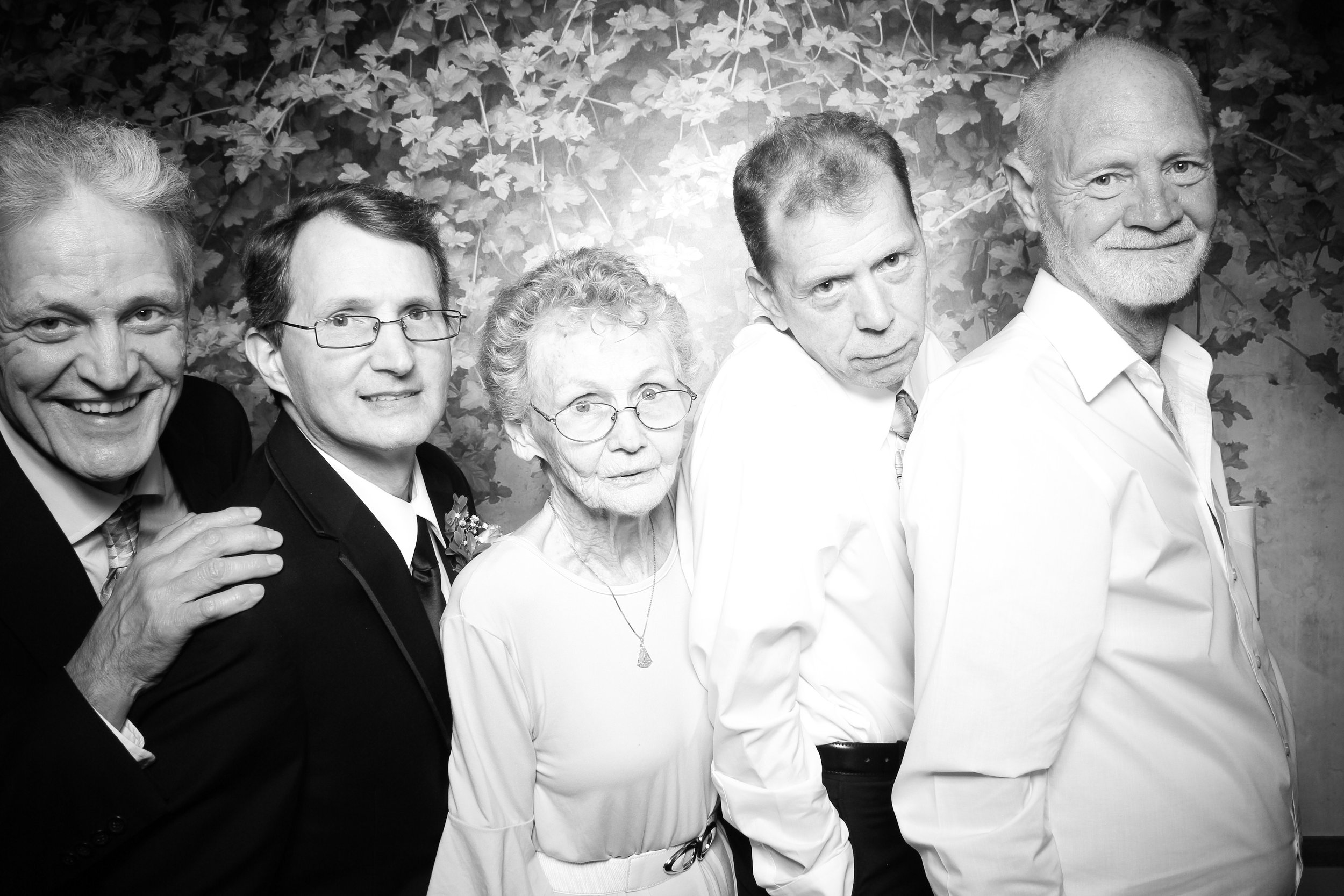 Randall_Oaks_Country_Club_Wedding_West_Dundee_Photo_Booth_25.jpg