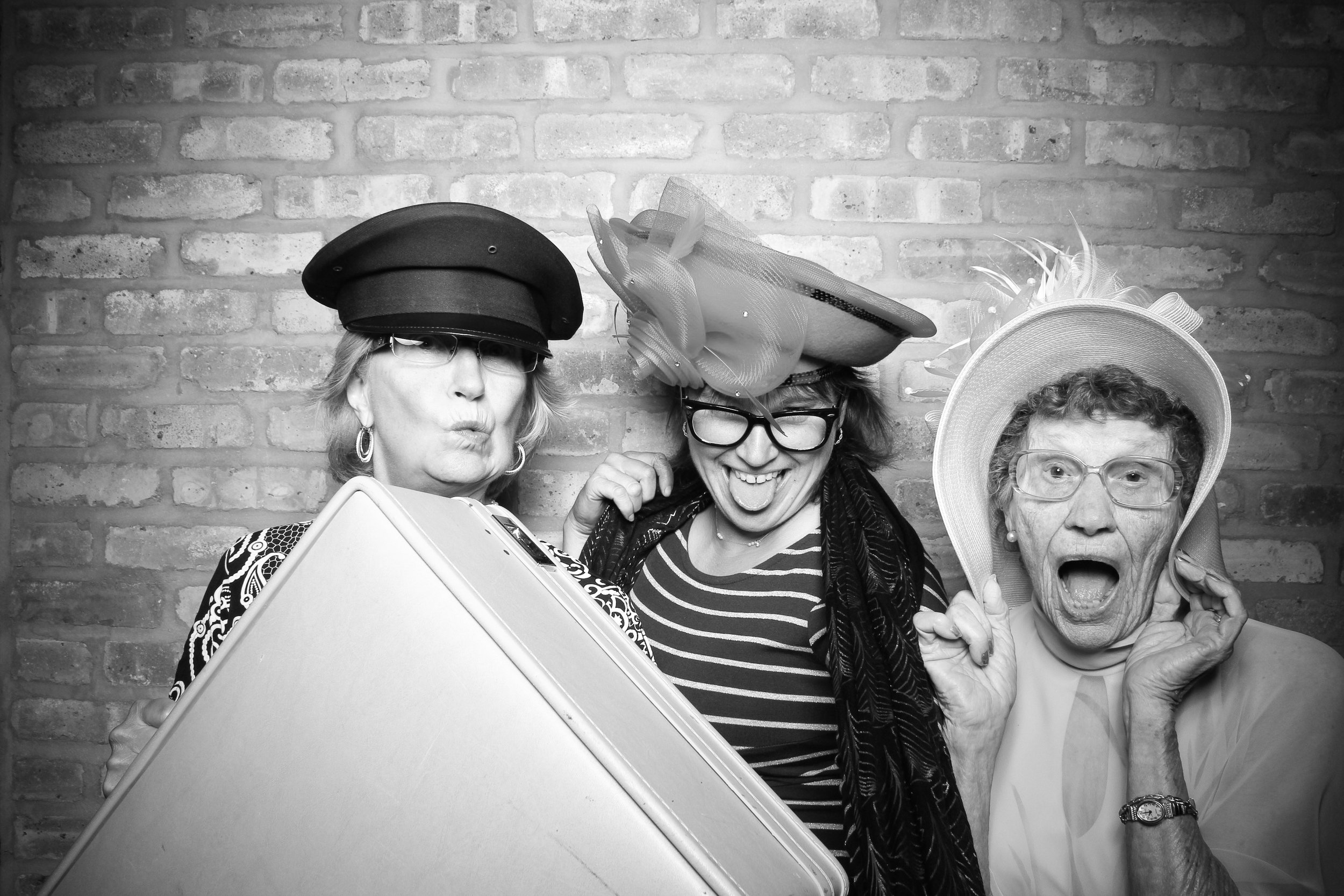 Chicago_Vintage_Wedding_Photobooth_Rockwell_on_the_River_05.jpg
