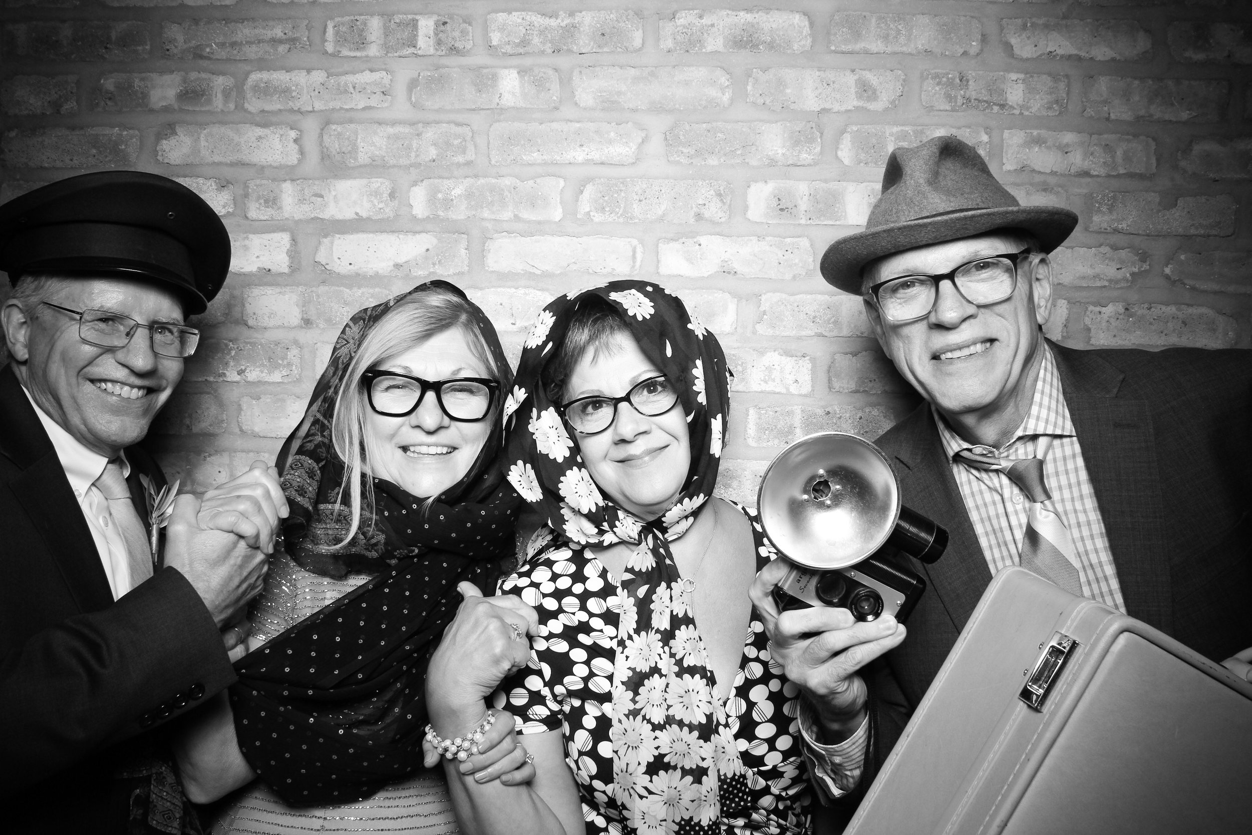 Chicago_Vintage_Wedding_Photobooth_Rockwell_on_the_River_07.jpg