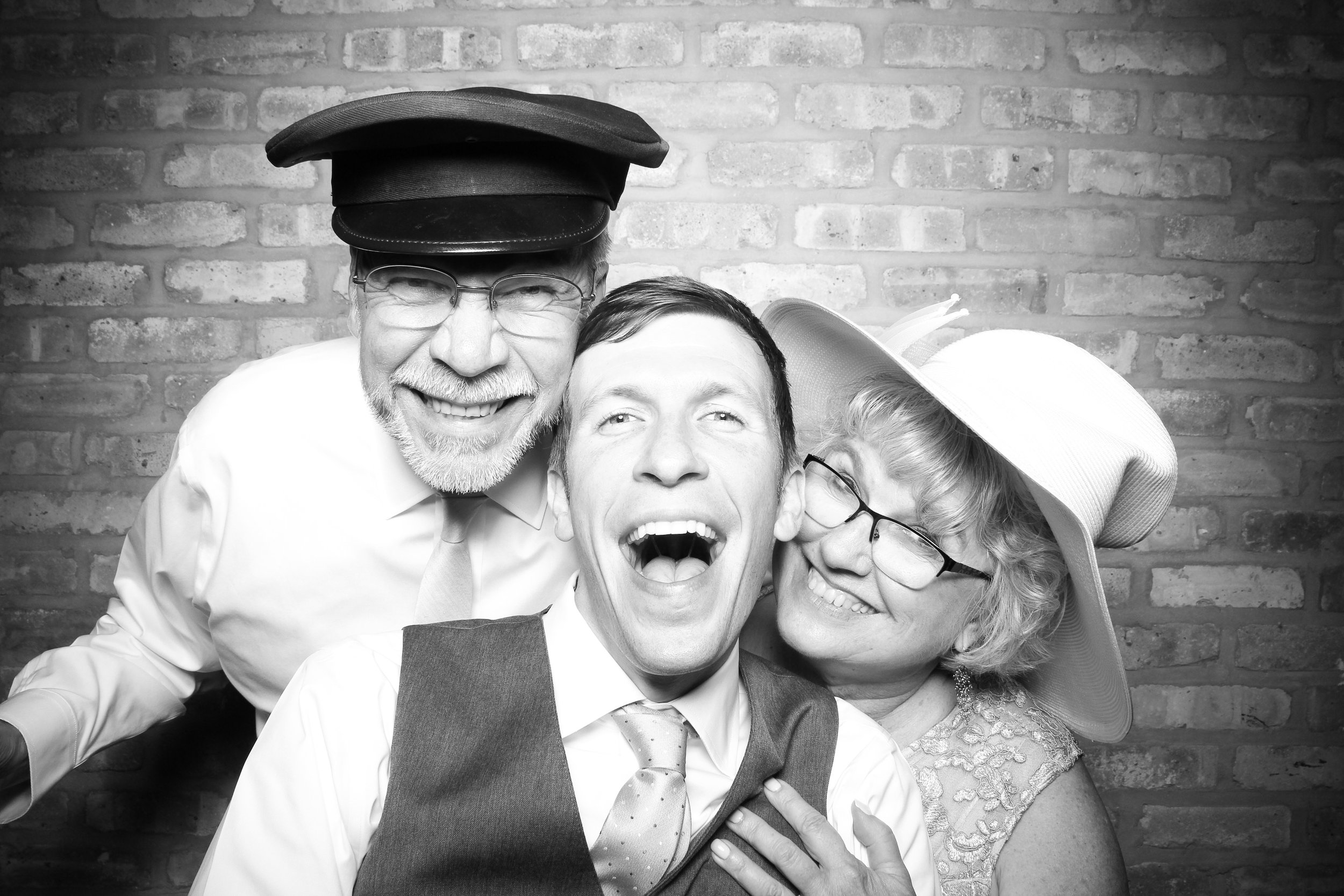 Chicago_Vintage_Wedding_Photobooth_Rockwell_on_the_River_19.jpg