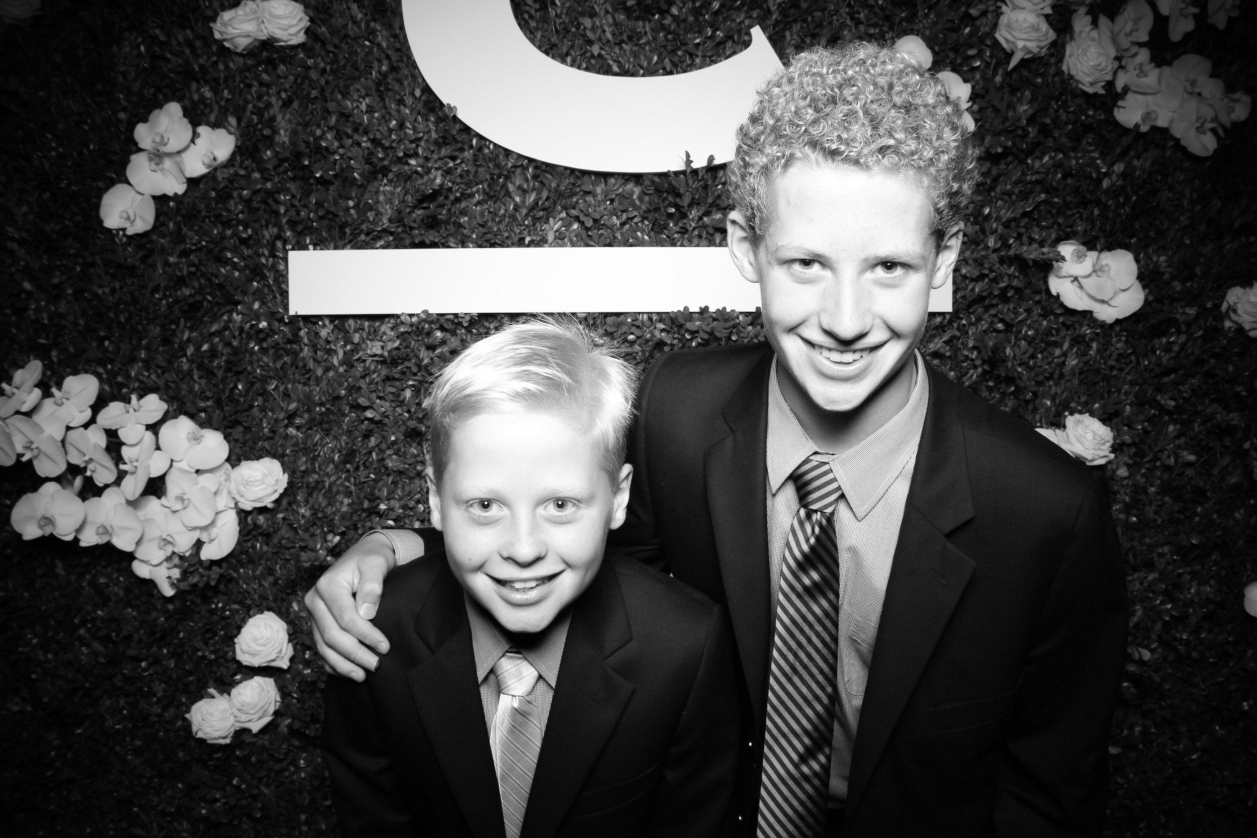 Peninsula_Hotel_Chicago_Wedding_Photo_Booth_08.jpg