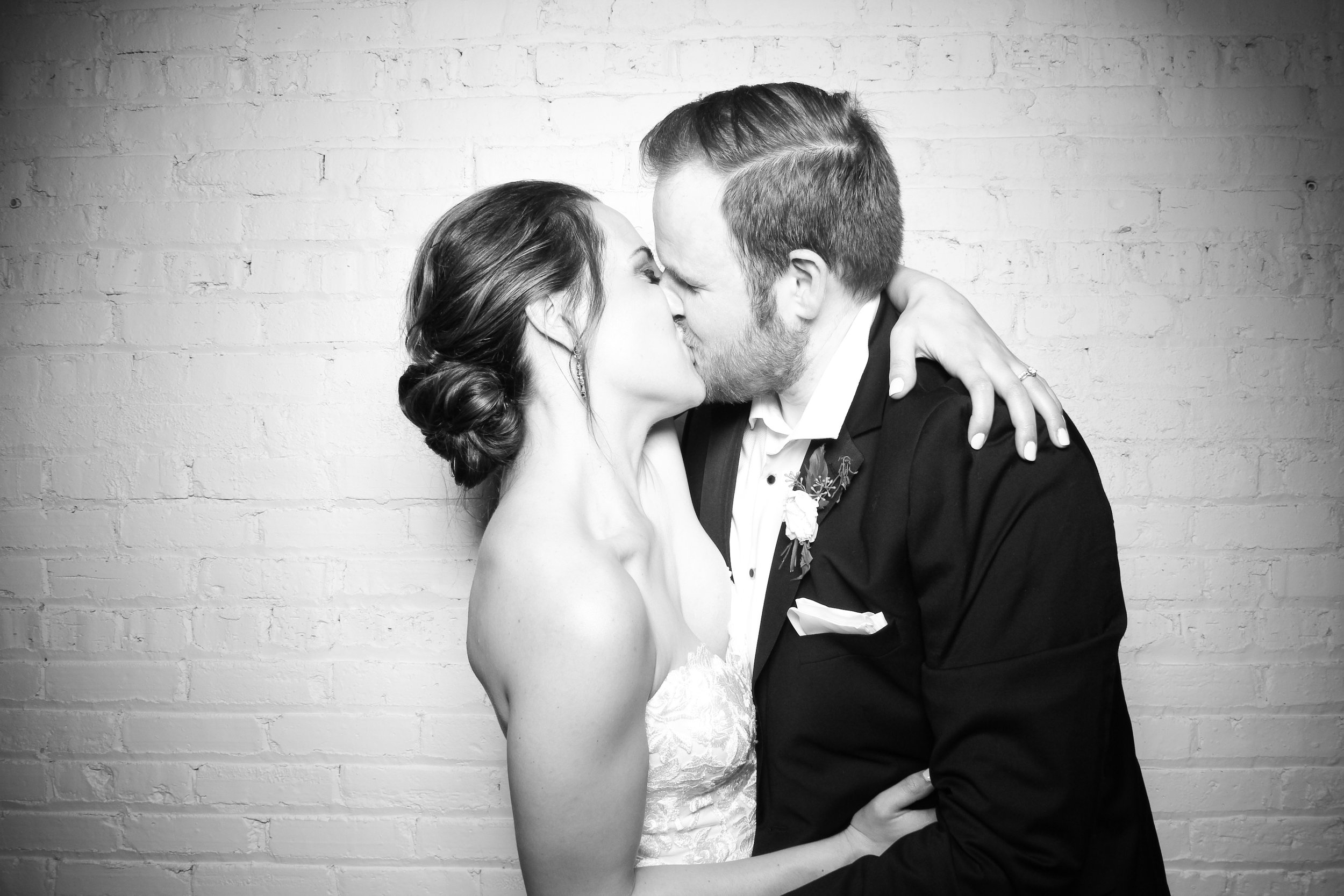 Chicago_Vintage_Wedding_Photobooth_Company_251_Aurora_19.jpg