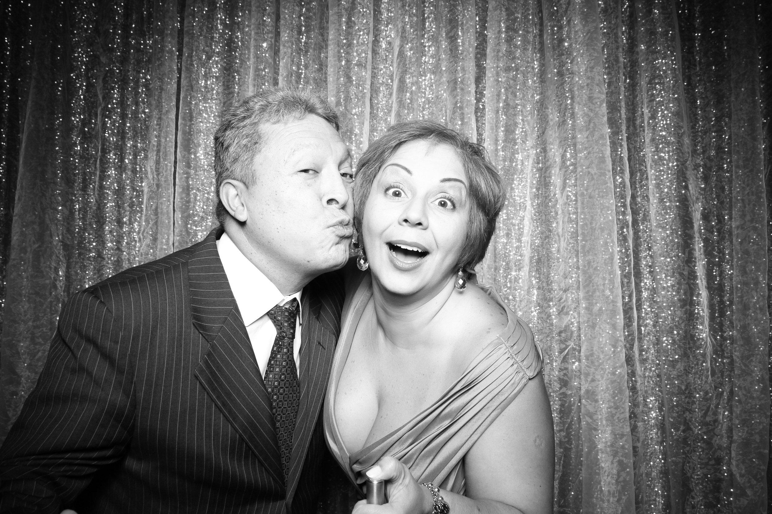 Chicago_Vintage_Wedding_Photobooth_Wyndham_Grand_04.jpg