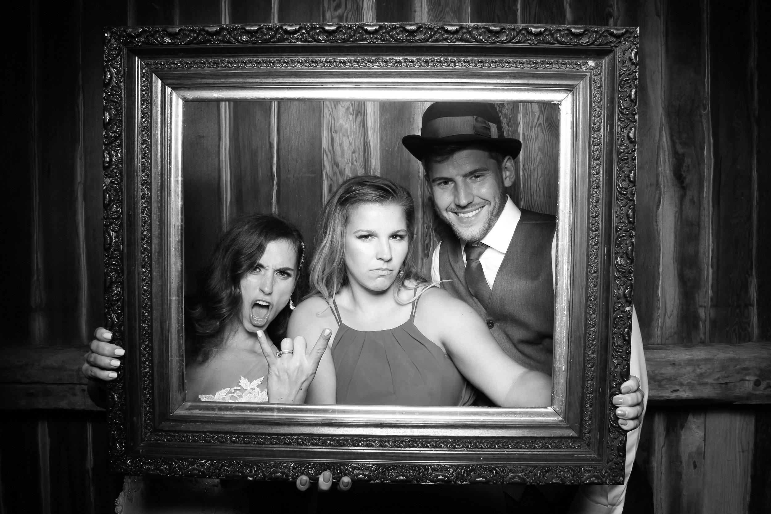 Chicago_Vintage_Wedding_Photobooth_26.jpg