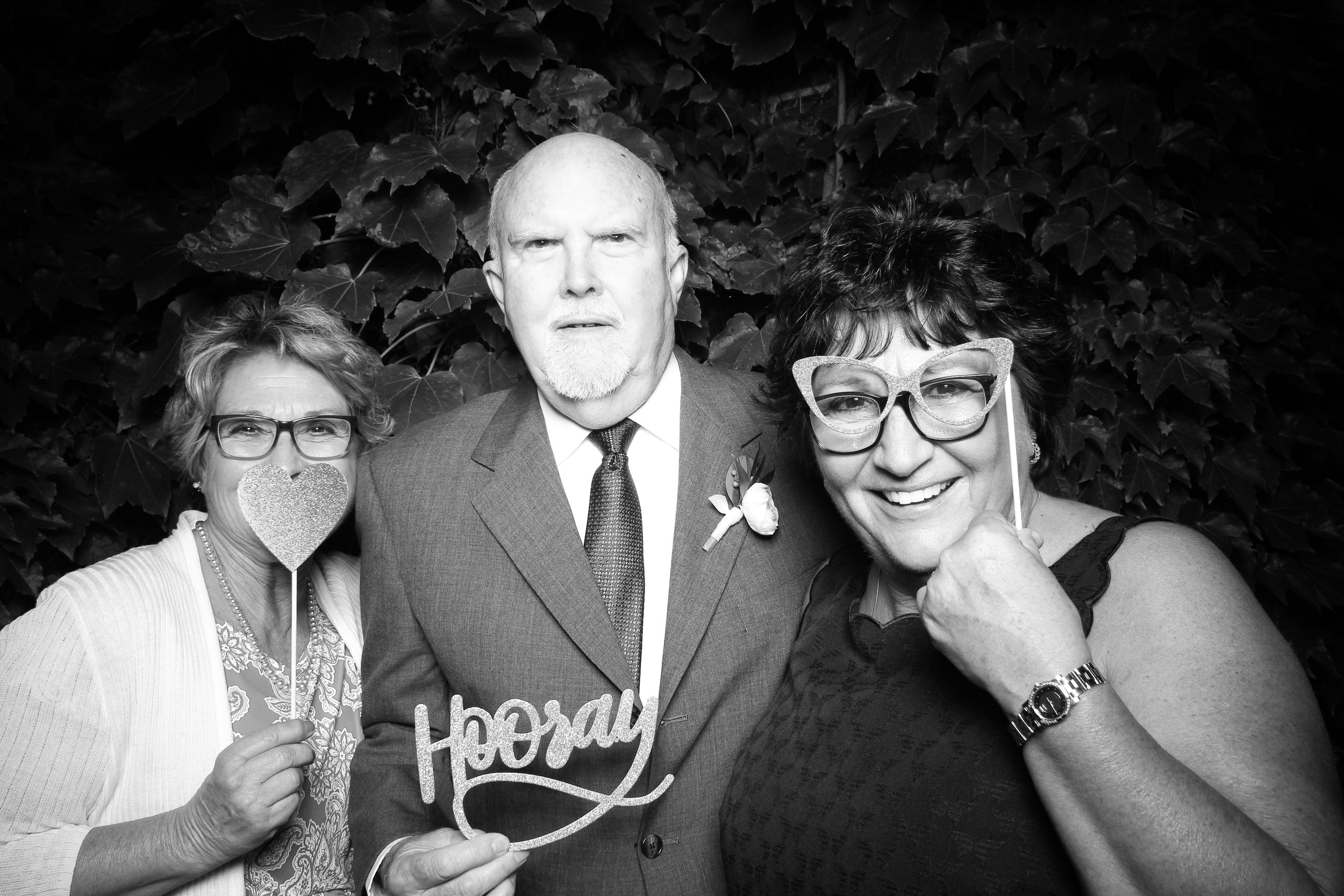 Chicago_Vintage_Wedding_Photobooth_Firehouse_09.jpg