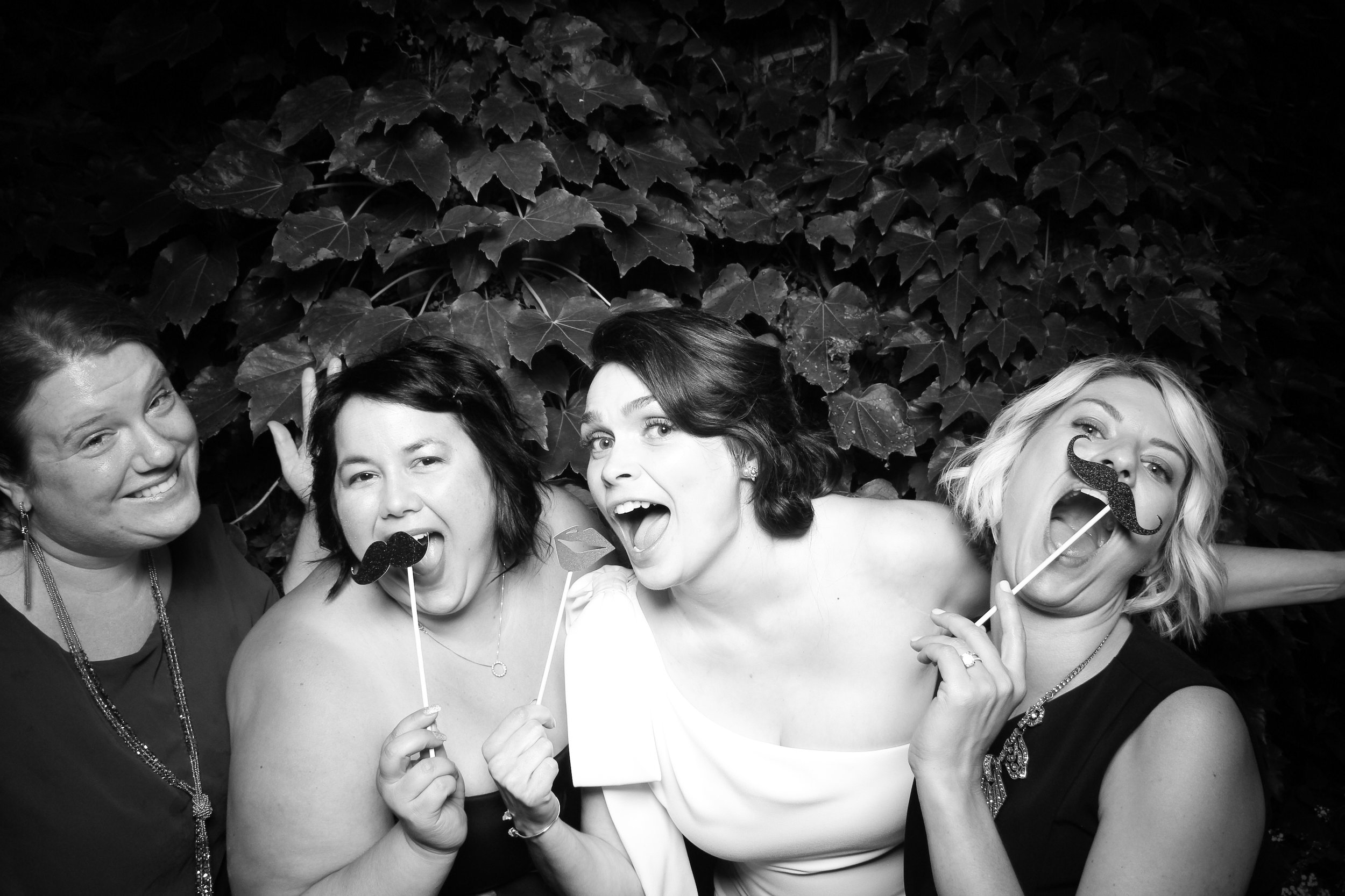 Chicago_Vintage_Wedding_Photobooth_Firehouse_23.jpg