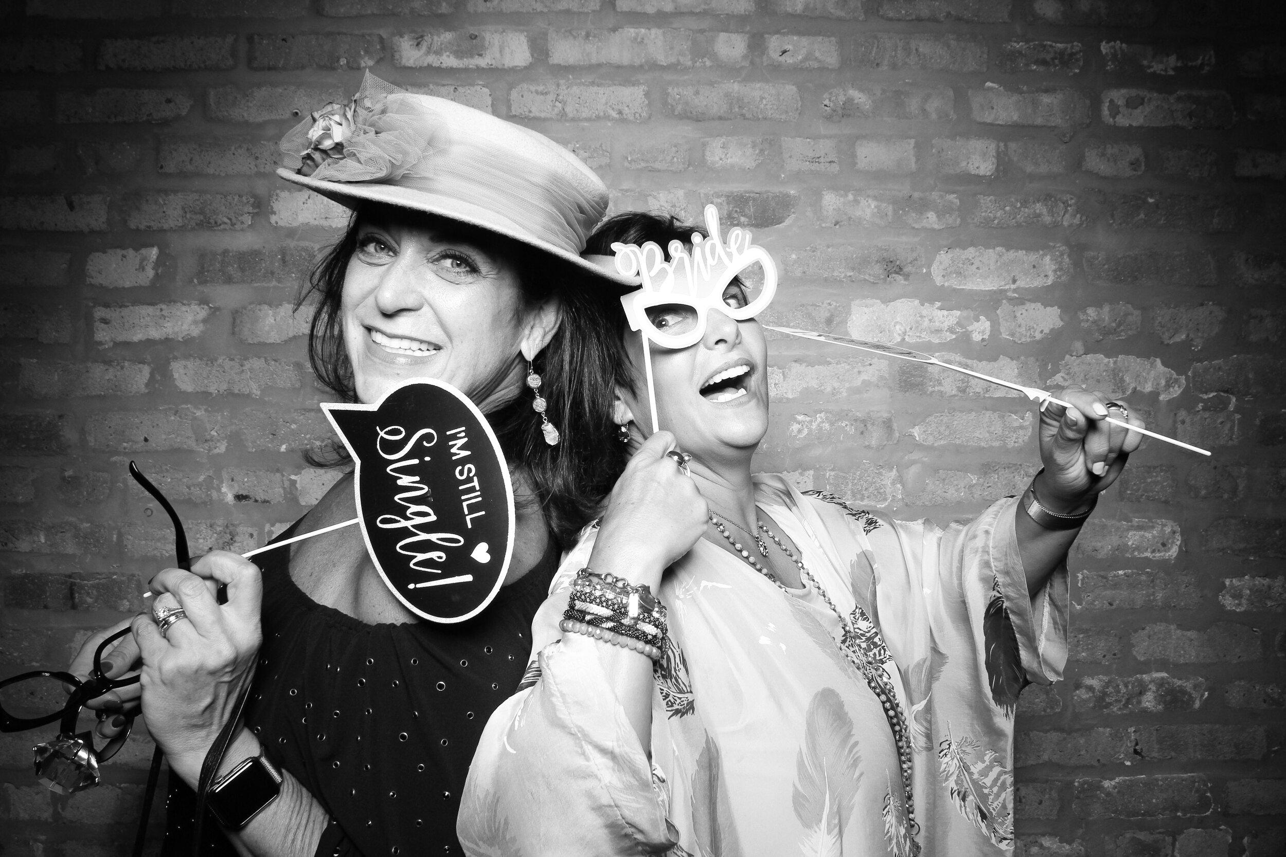 Chicago_Vintage_Wedding_Photobooth_Loft_on_Lake_14.jpg