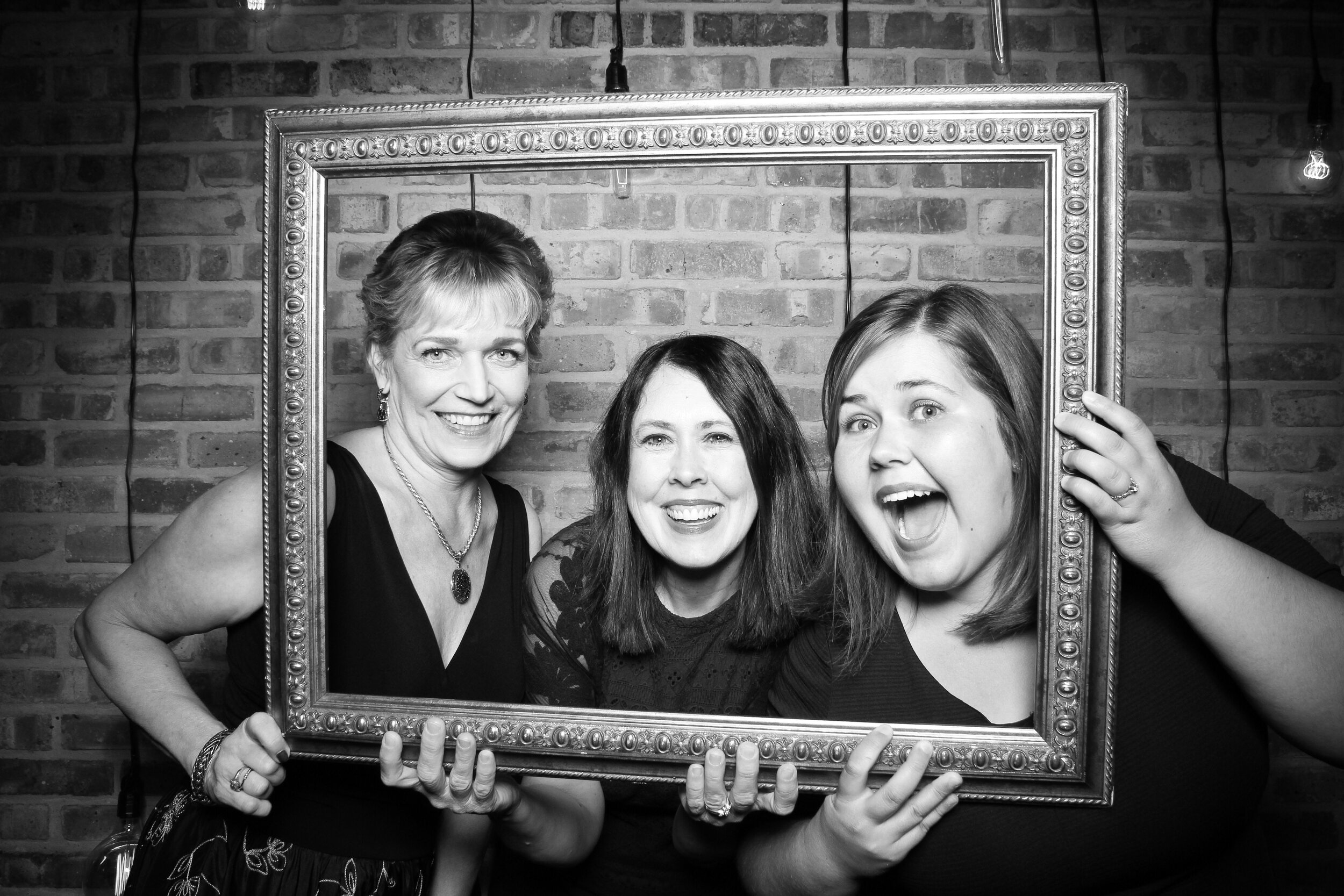 Chicago_Vintage_Wedding_Photobooth_Morgan_Manufacturing_13.jpg