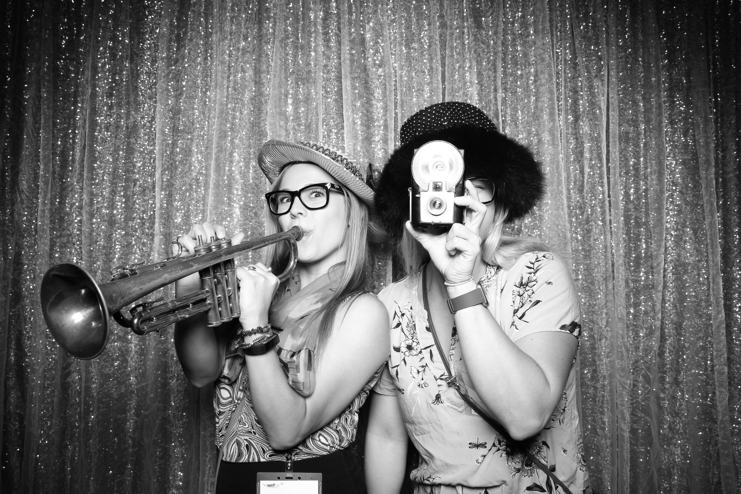 Chicago_Vintage_Wedding_Photobooth_House_of_Blues_02.jpg