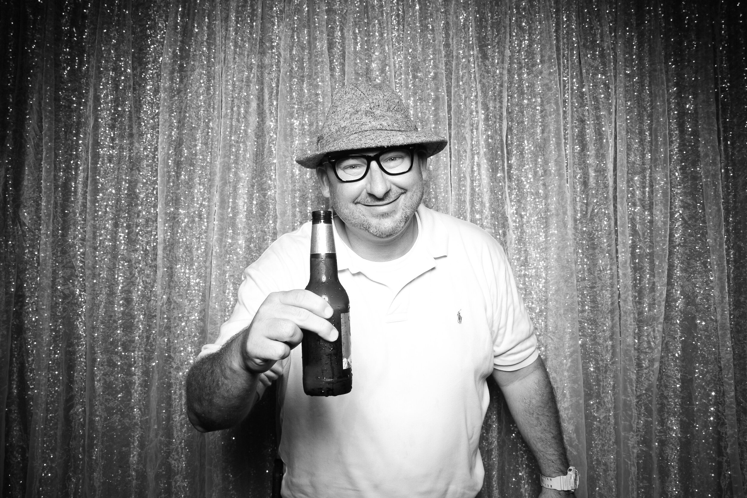 Chicago_Vintage_Wedding_Photobooth_House_of_Blues_06.jpg