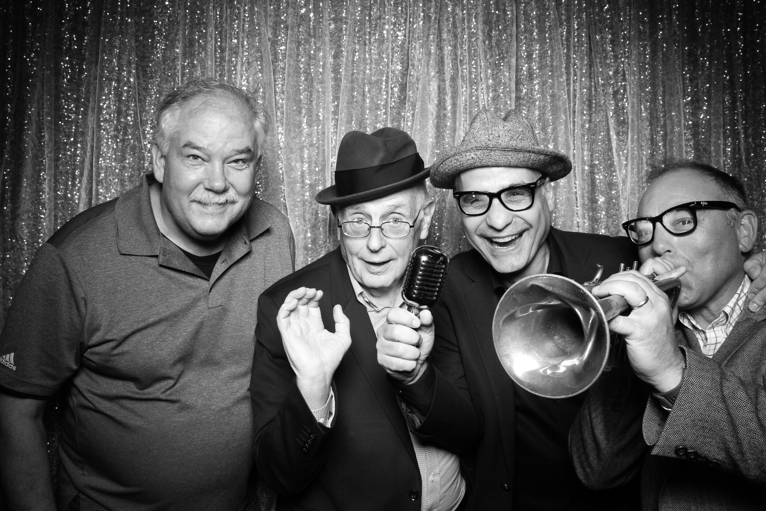 Chicago_Vintage_Wedding_Photobooth_House_of_Blues_14.jpg